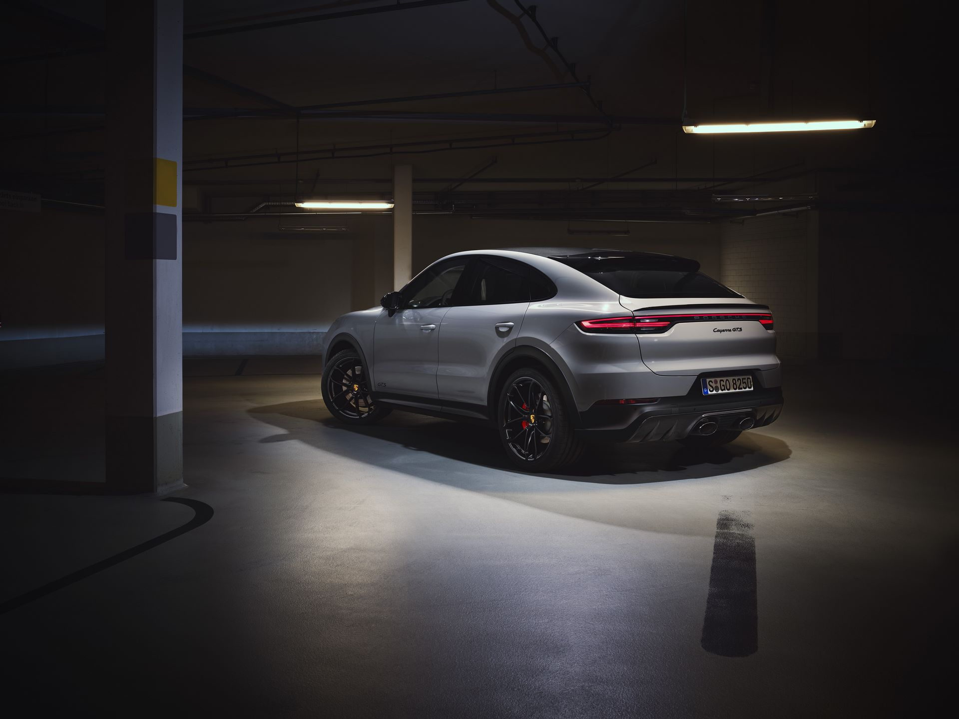Porsche-Cayenne-GTS-and-Cayenne-GTS-Coupe-2021-2
