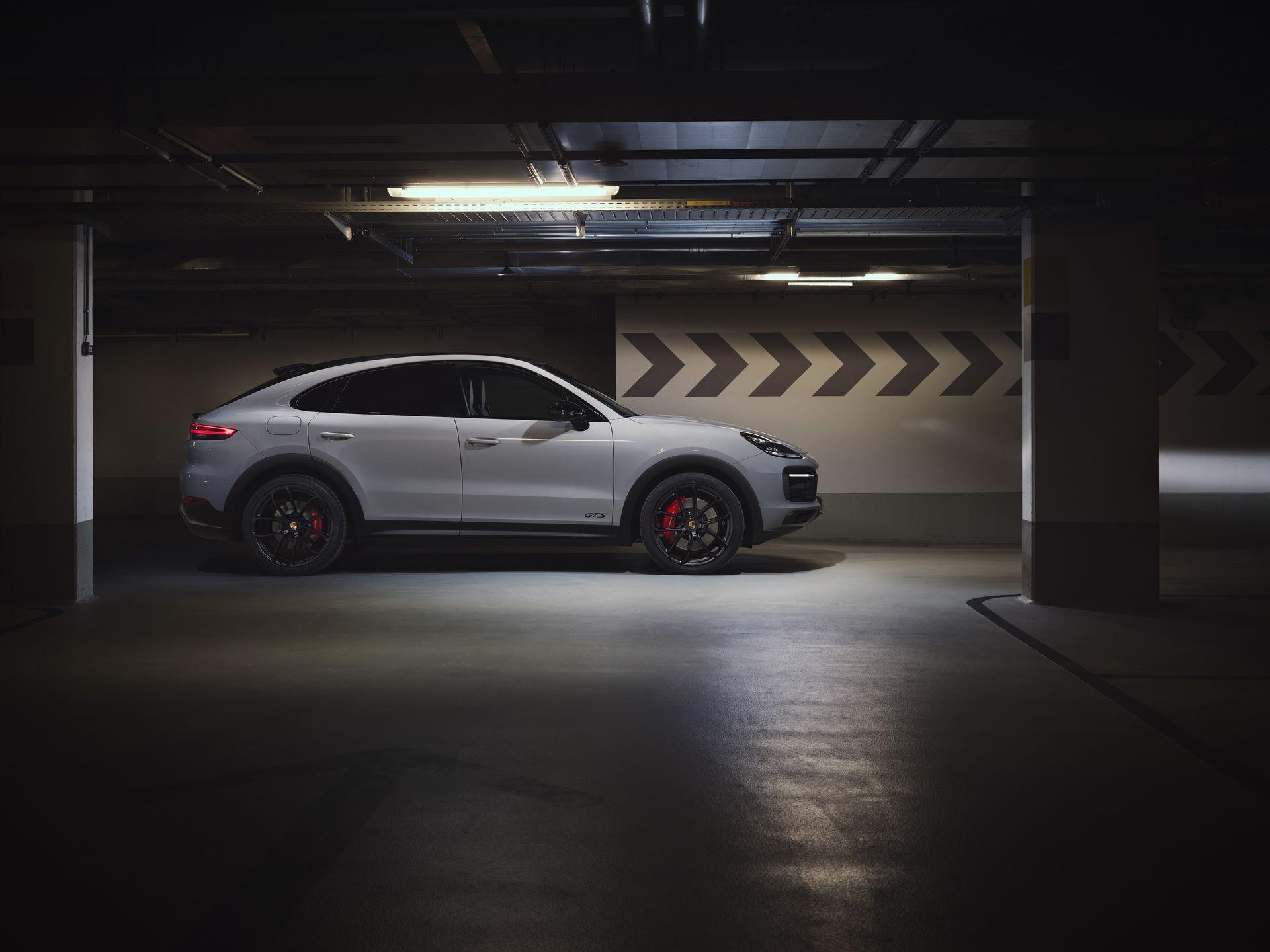 Porsche-Cayenne-GTS-and-Cayenne-GTS-Coupe-2021-3
