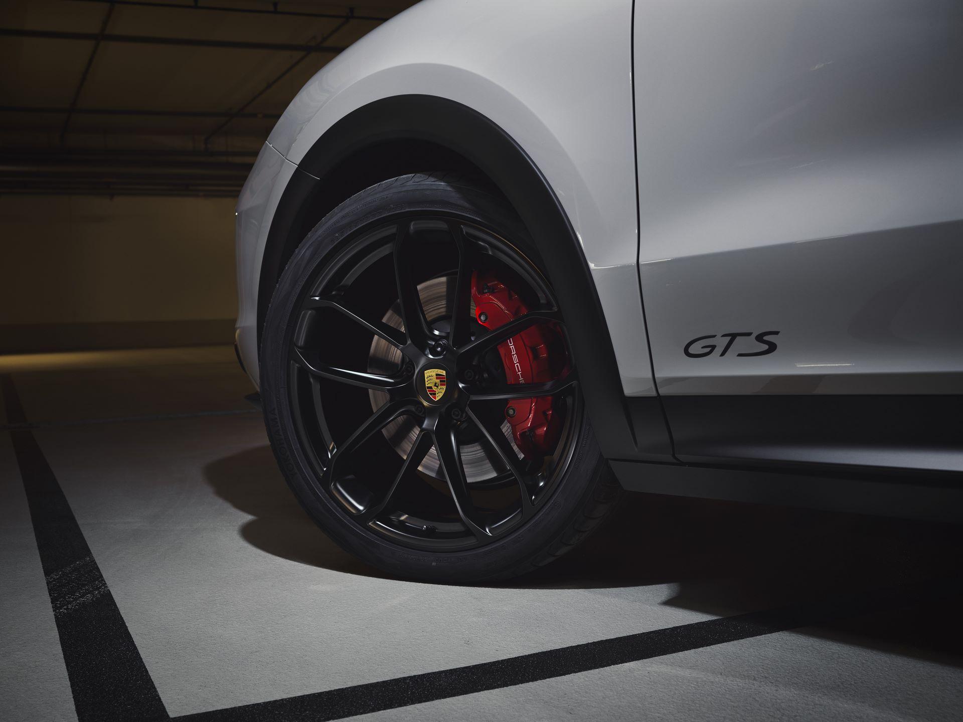Porsche-Cayenne-GTS-and-Cayenne-GTS-Coupe-2021-5