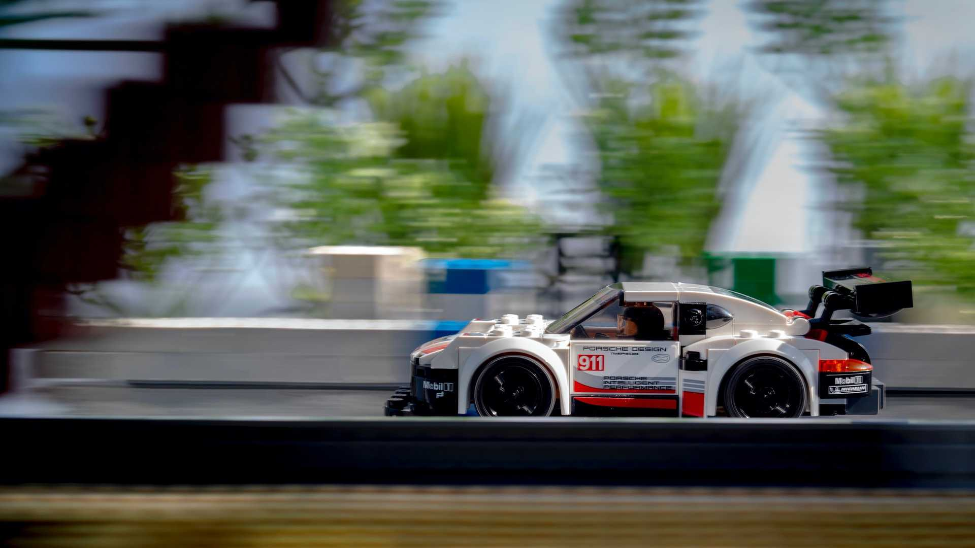 Porsche-Iconic-Moments-In-Lego-4