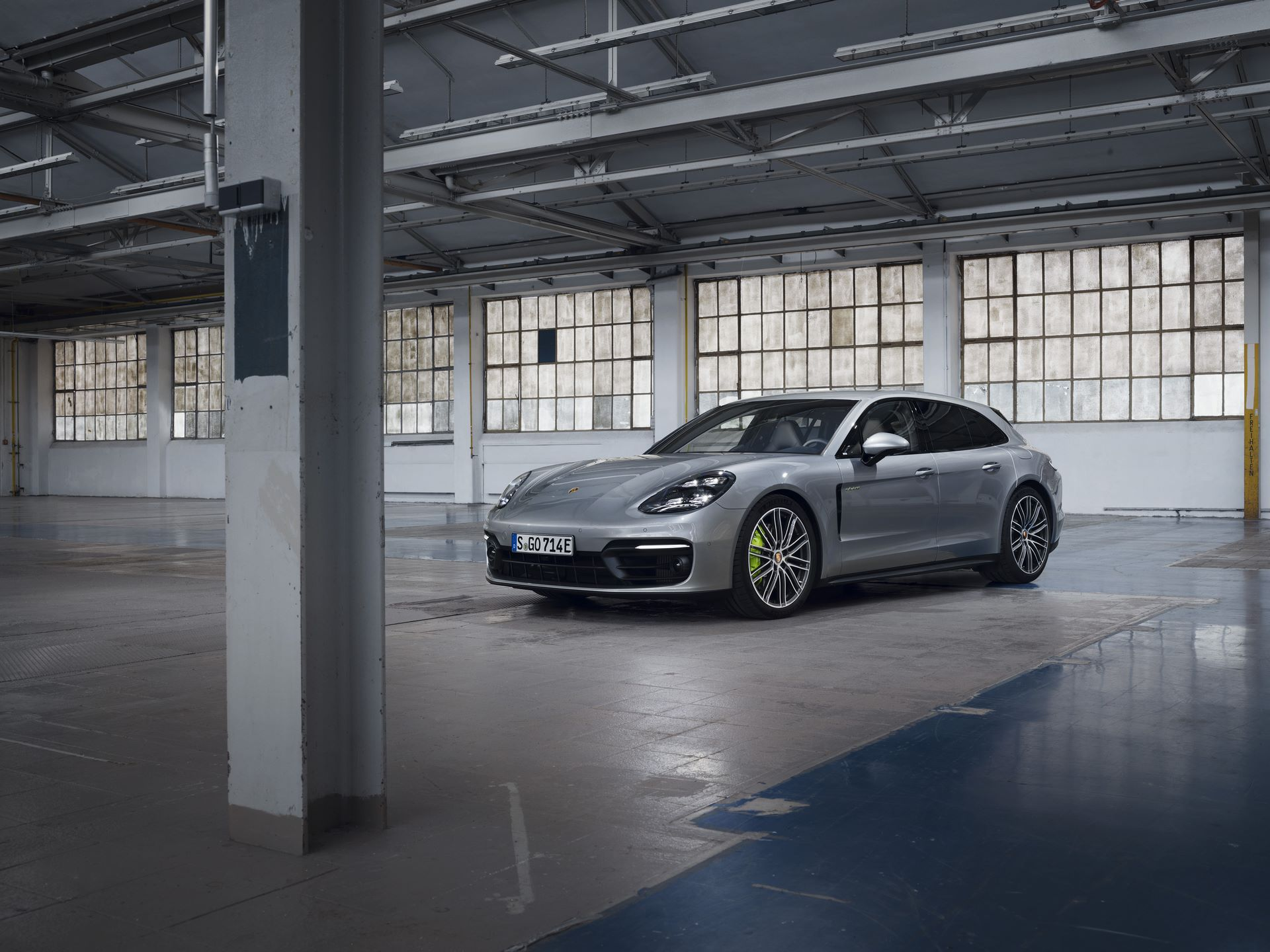Porsche-Panamera-Turbo-S-E-Hybrid-4-E-Hybrid-and-4S-2021-4