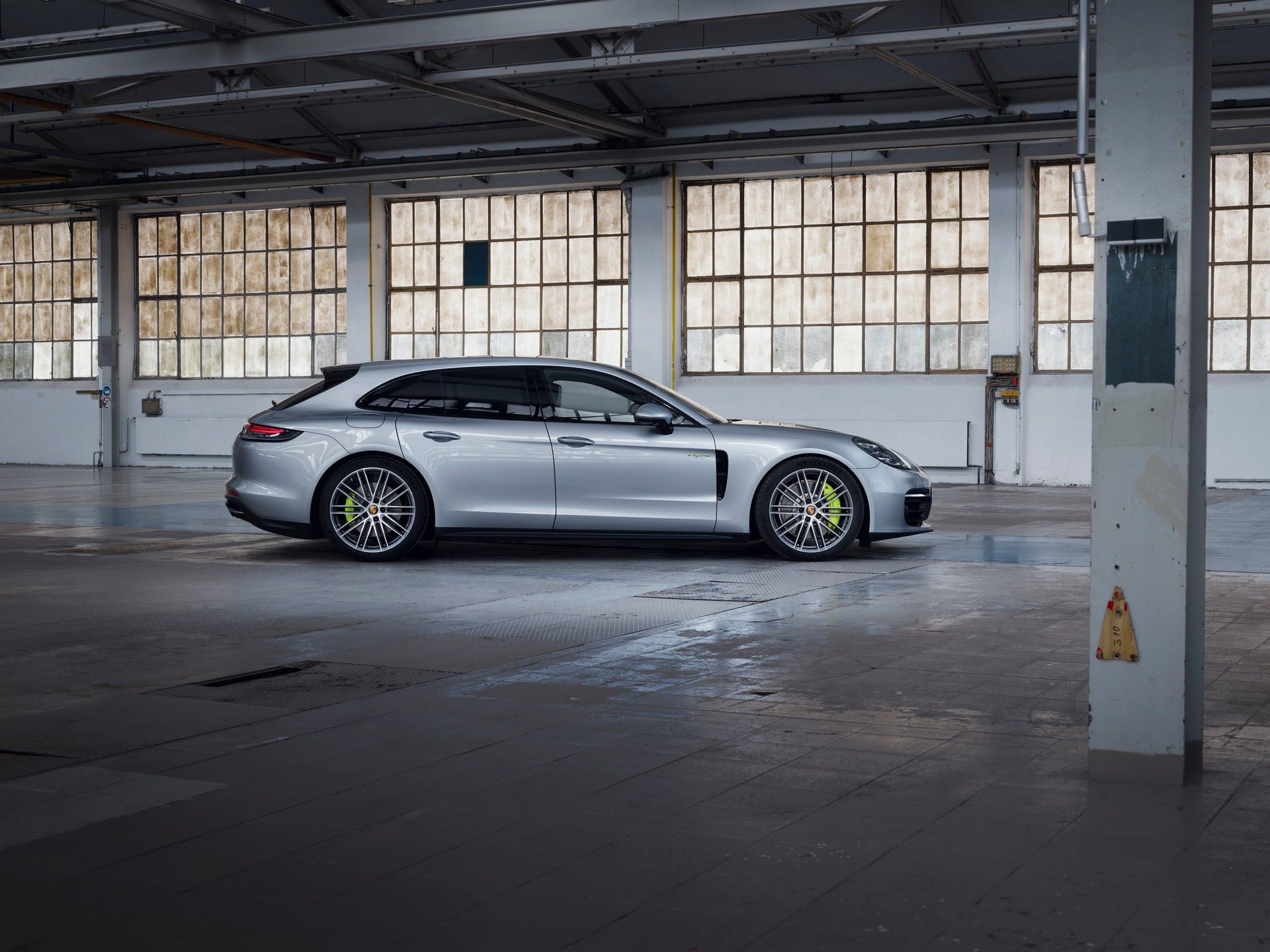 Porsche-Panamera-Turbo-S-E-Hybrid-4-E-Hybrid-and-4S-2021-5
