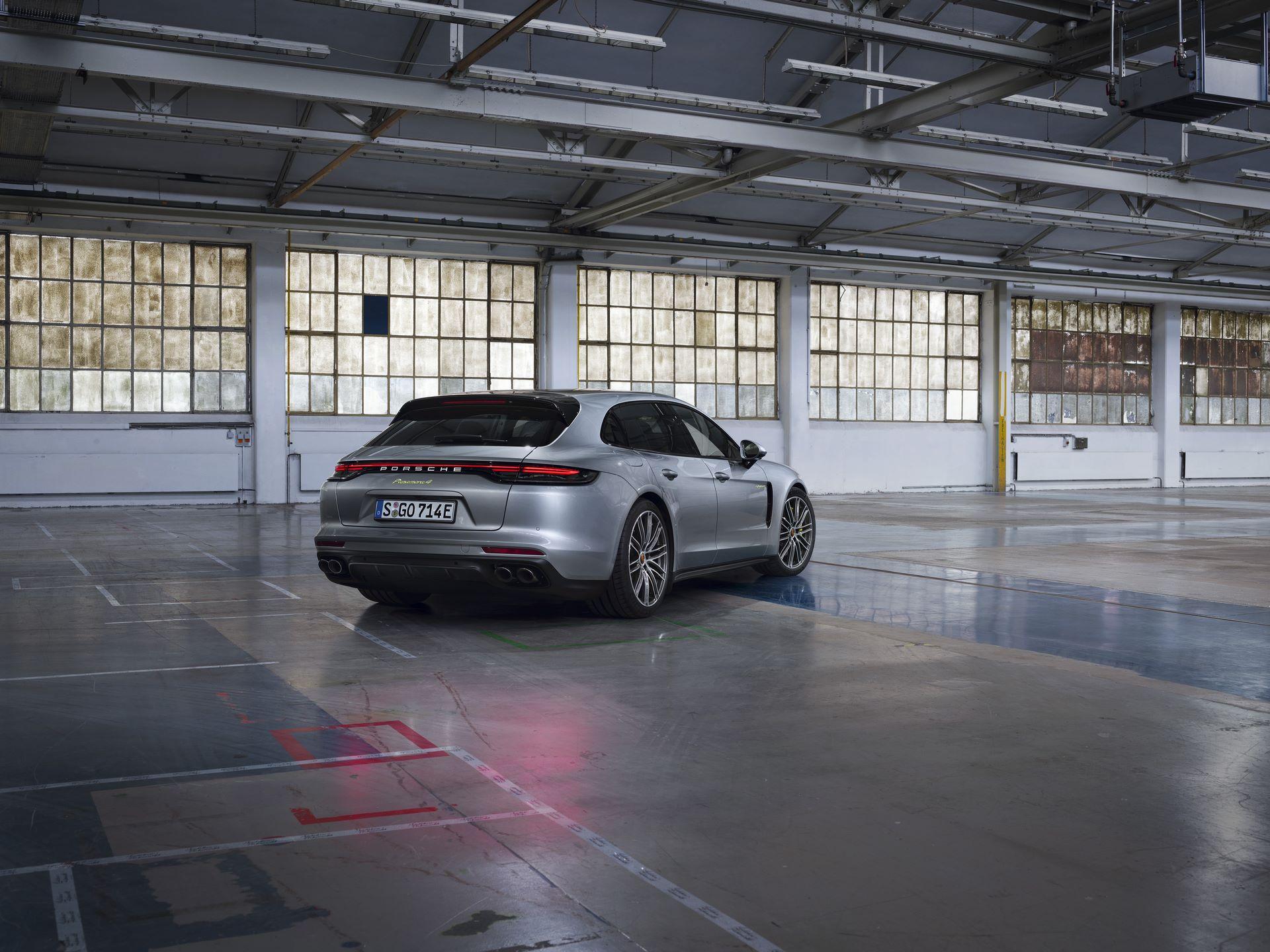 Porsche-Panamera-Turbo-S-E-Hybrid-4-E-Hybrid-and-4S-2021-6