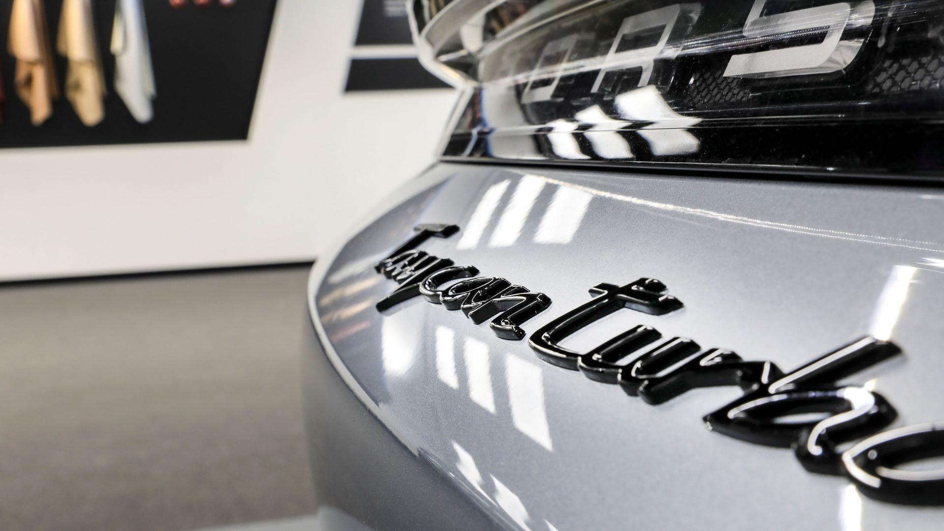 Porsche-Taycan-by-Porsche-Exclusive-Manufaktur-6