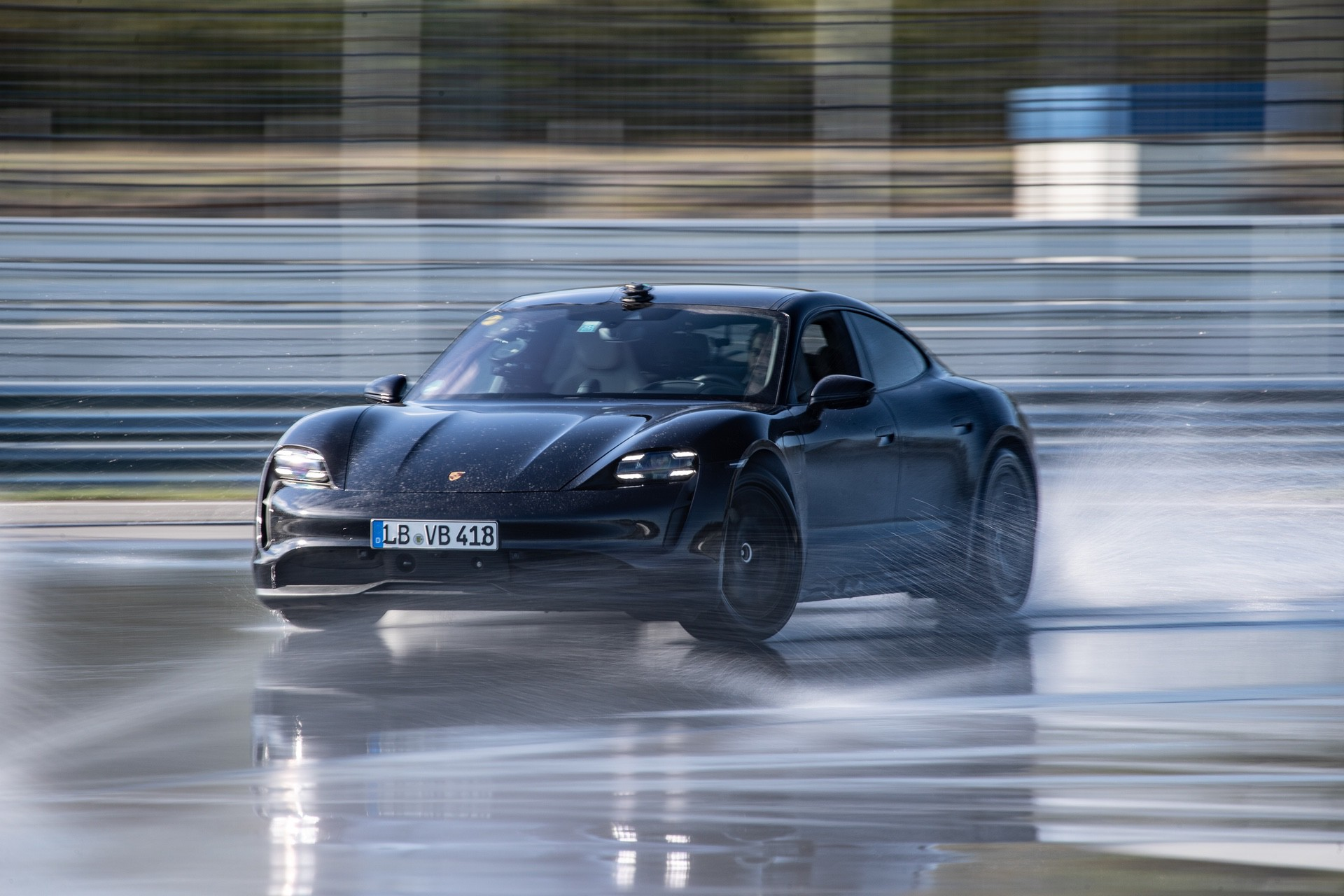 Porsche_Taycan_drifts_Guinness_0003