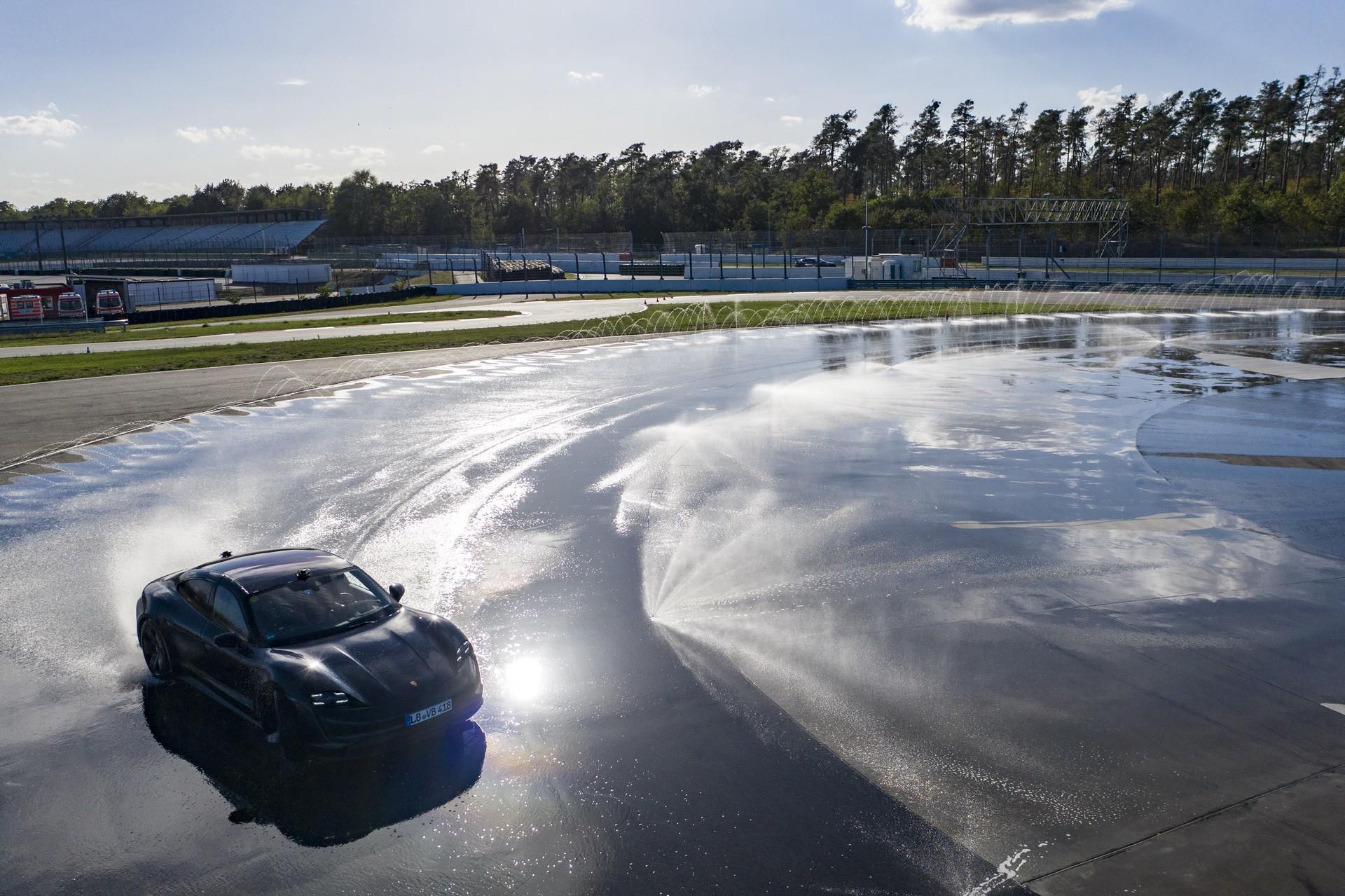 Porsche_Taycan_drifts_Guinness_0004