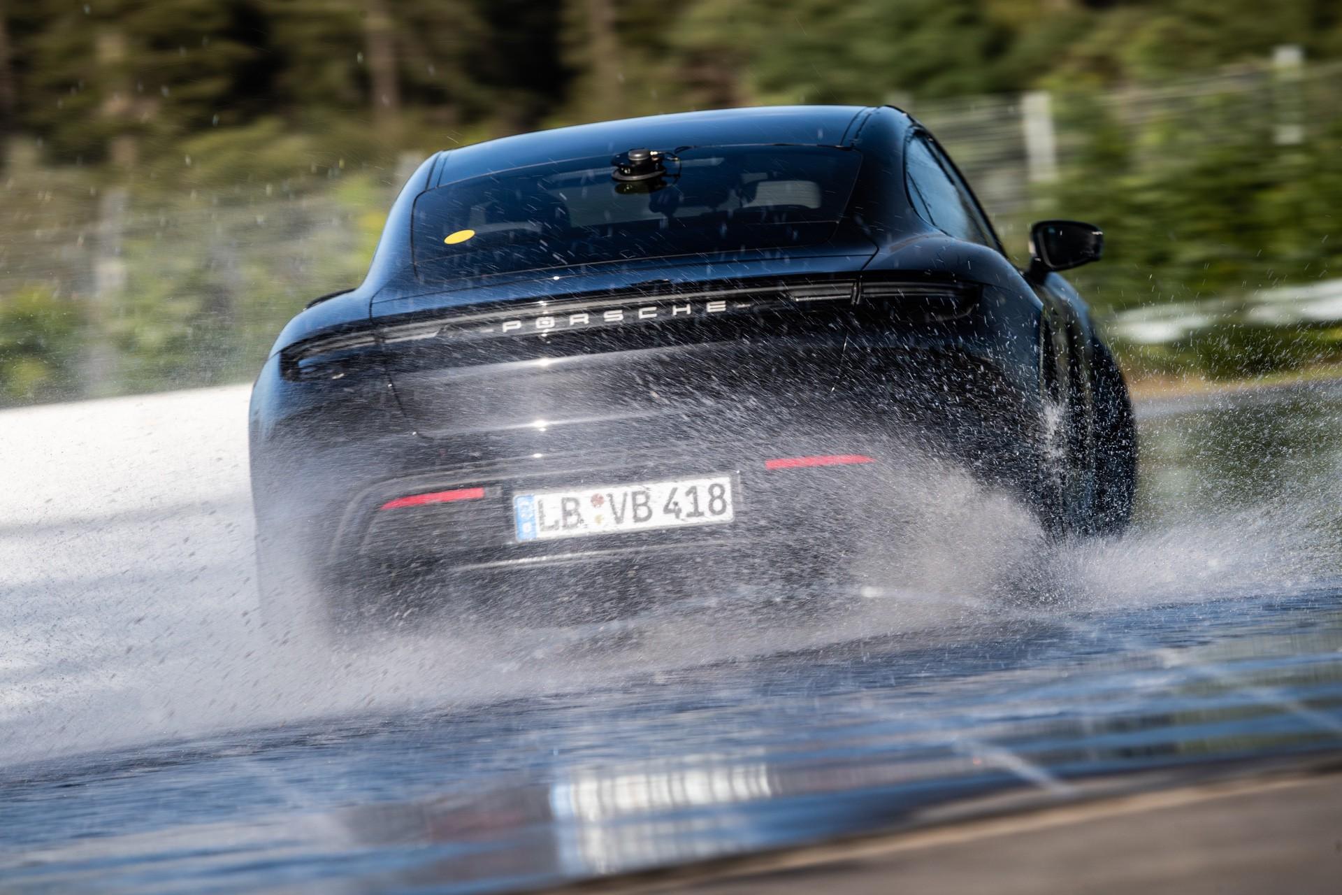Porsche_Taycan_drifts_Guinness_0005