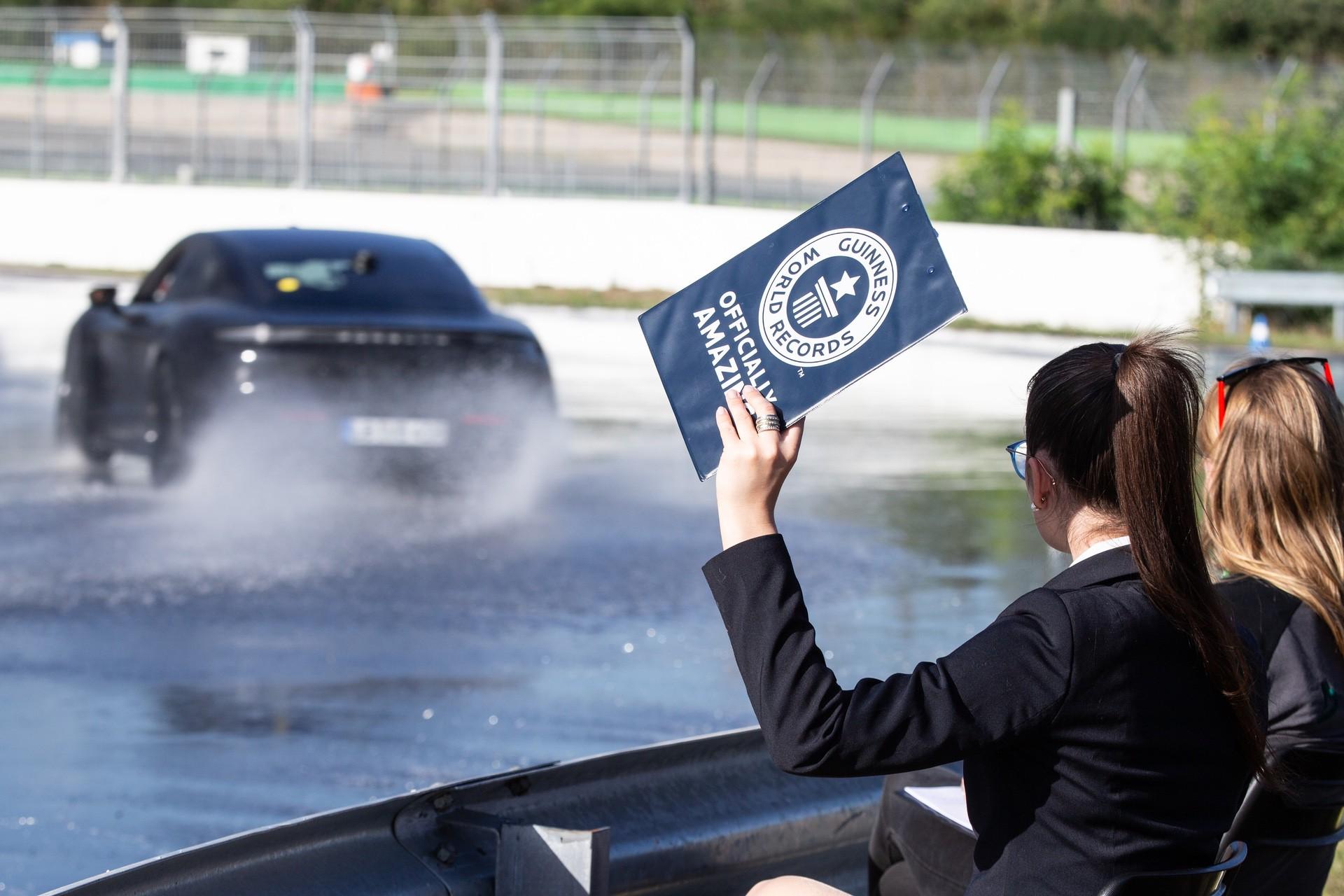 Porsche_Taycan_drifts_Guinness_0006