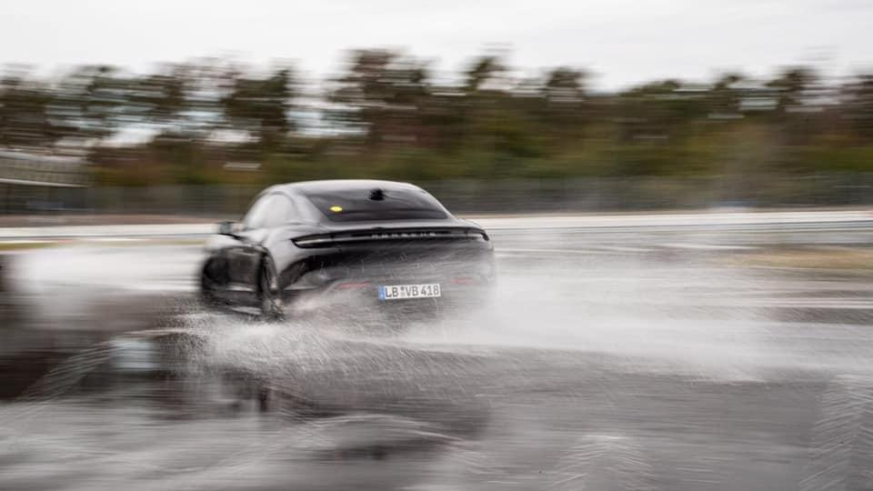 Porsche_Taycan_drifts_Guinness_0012