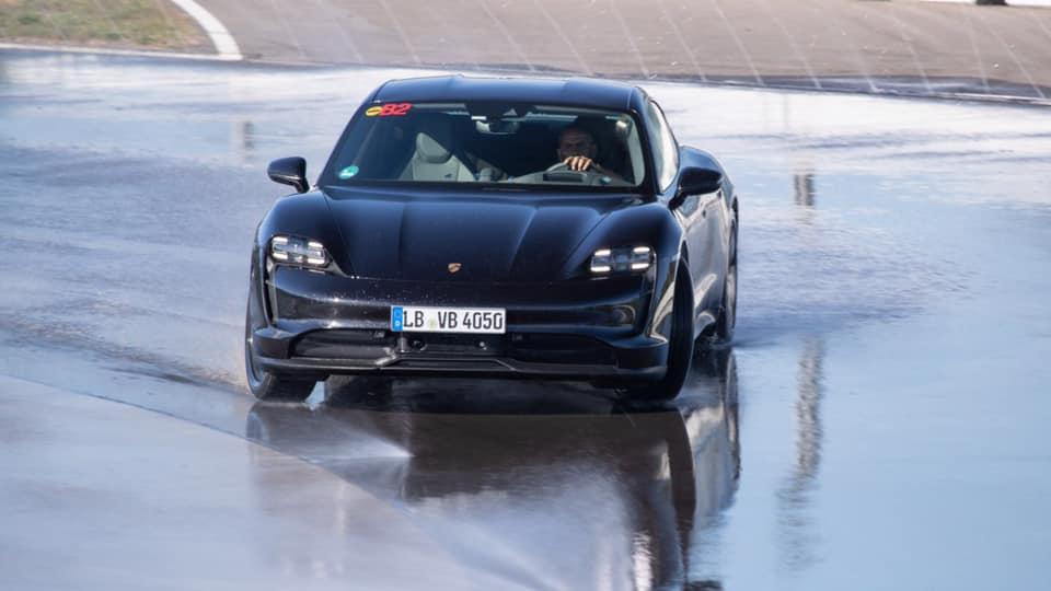 Porsche_Taycan_drifts_Guinness_0015