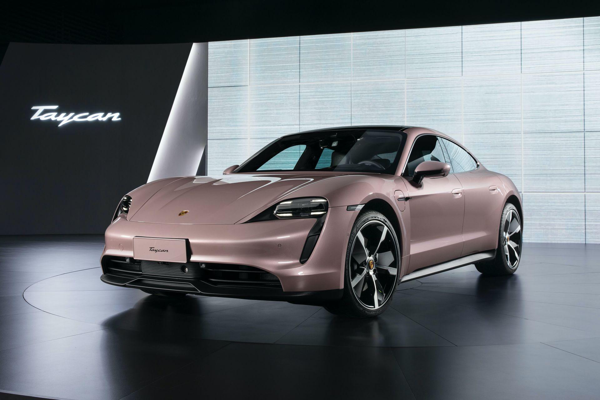 Porsche-Taycan-RWD-Base-11