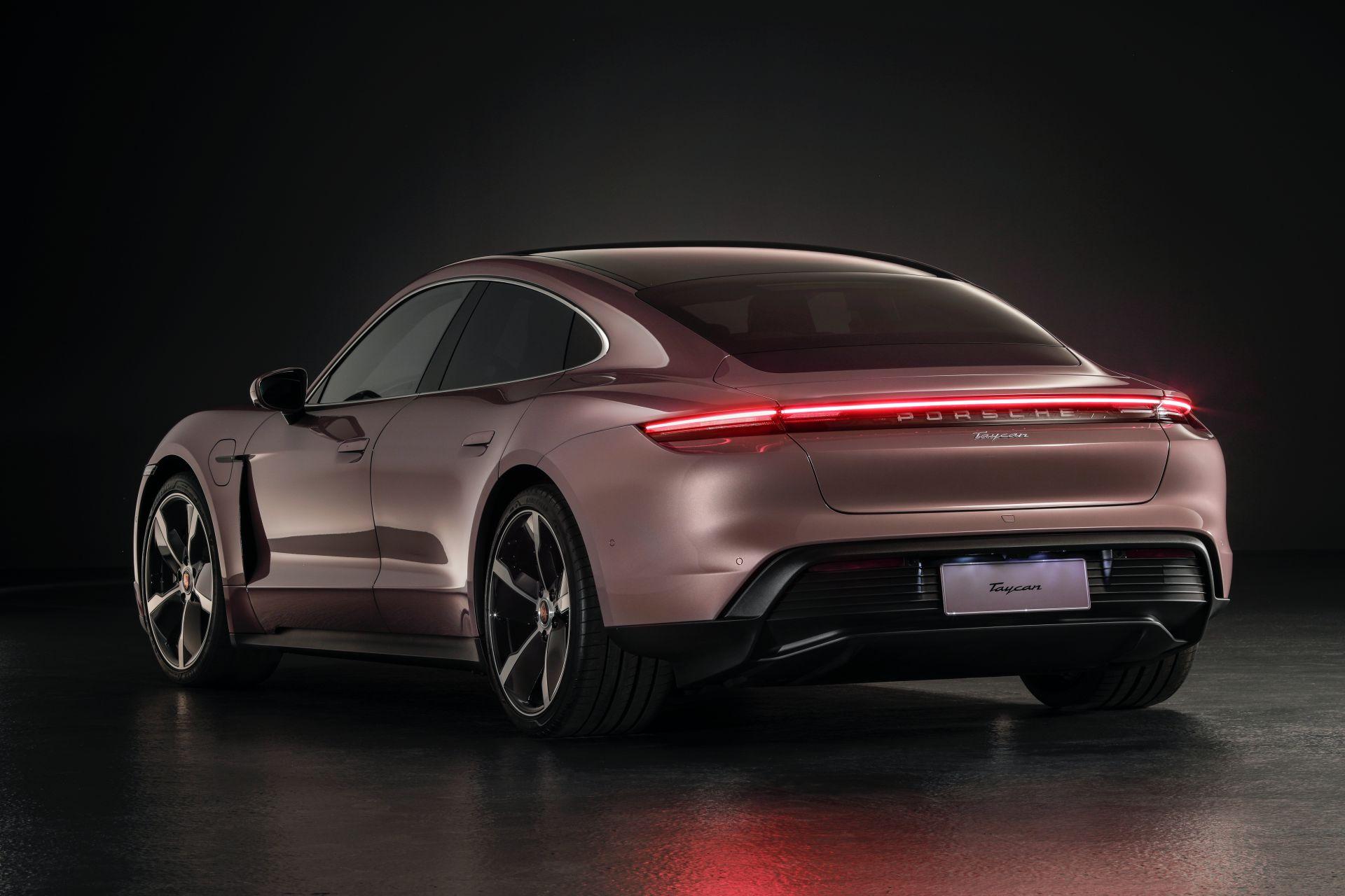 Porsche-Taycan-RWD-Base-8