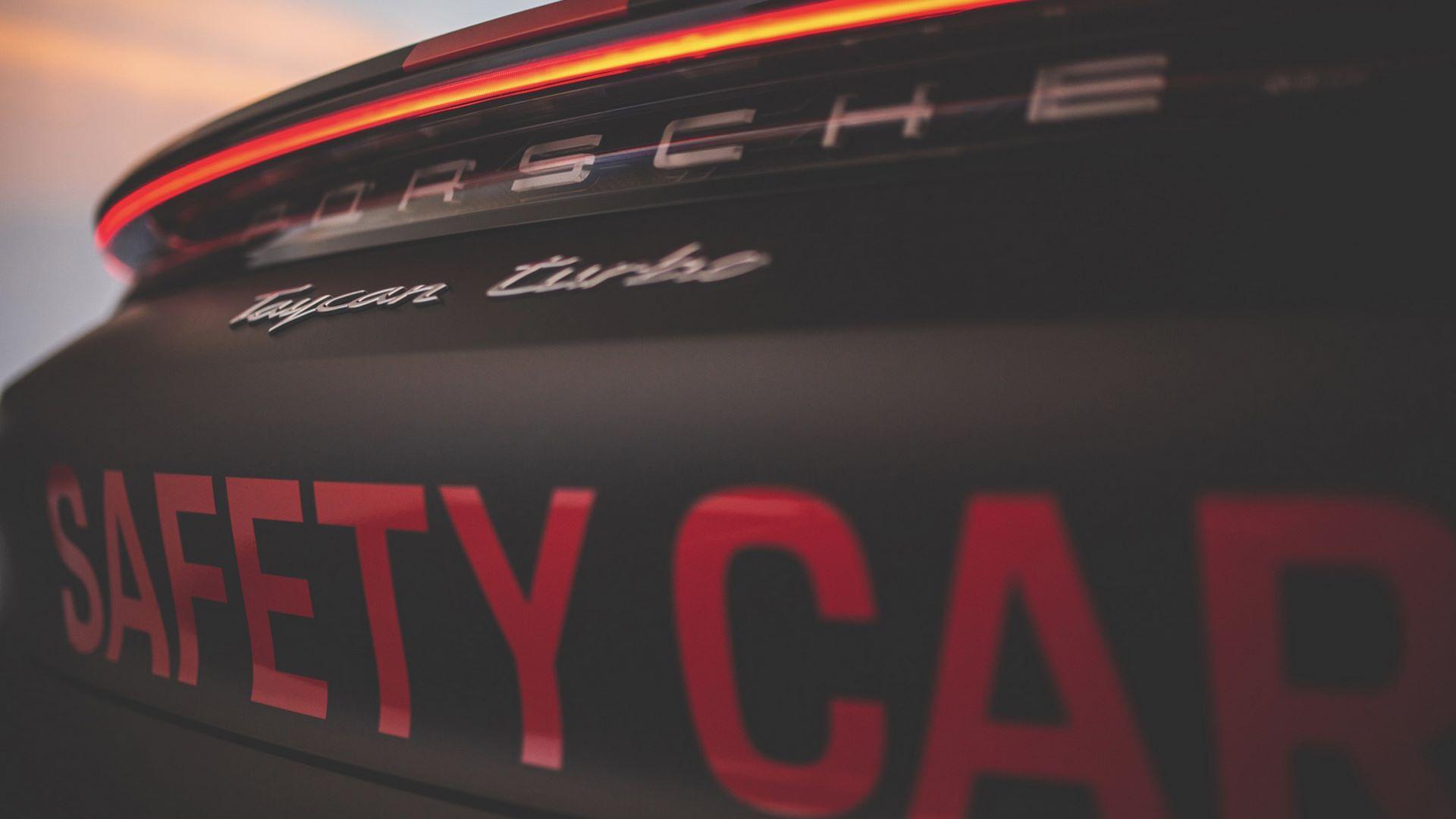 Porsche-Taycan-Turbo-safety-car-Le-Mans-2020-10