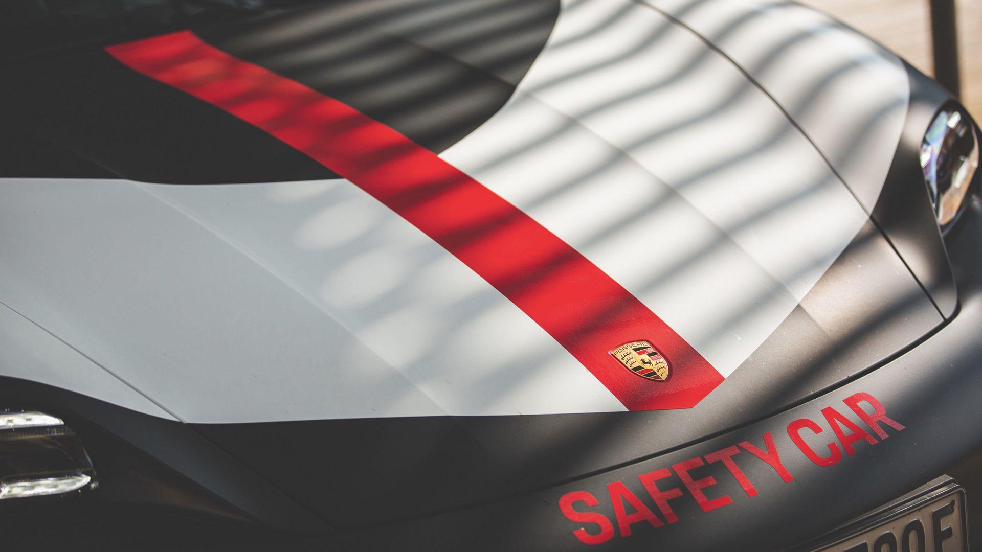 Porsche-Taycan-Turbo-safety-car-Le-Mans-2020-11