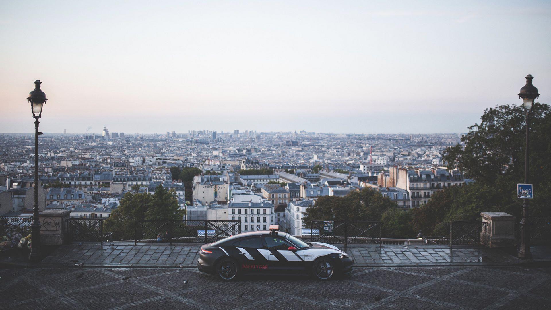 Porsche-Taycan-Turbo-safety-car-Le-Mans-2020-16