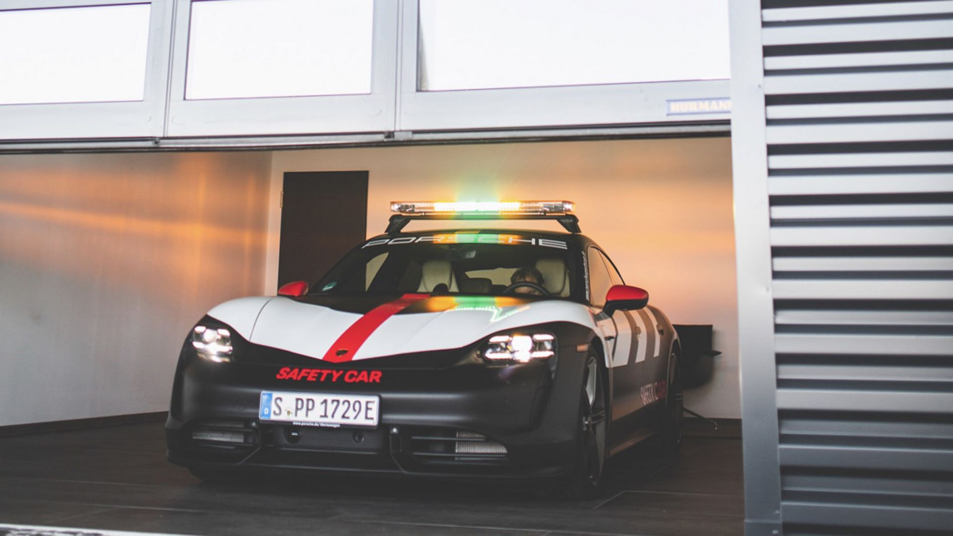 Porsche-Taycan-Turbo-safety-car-Le-Mans-2020-18