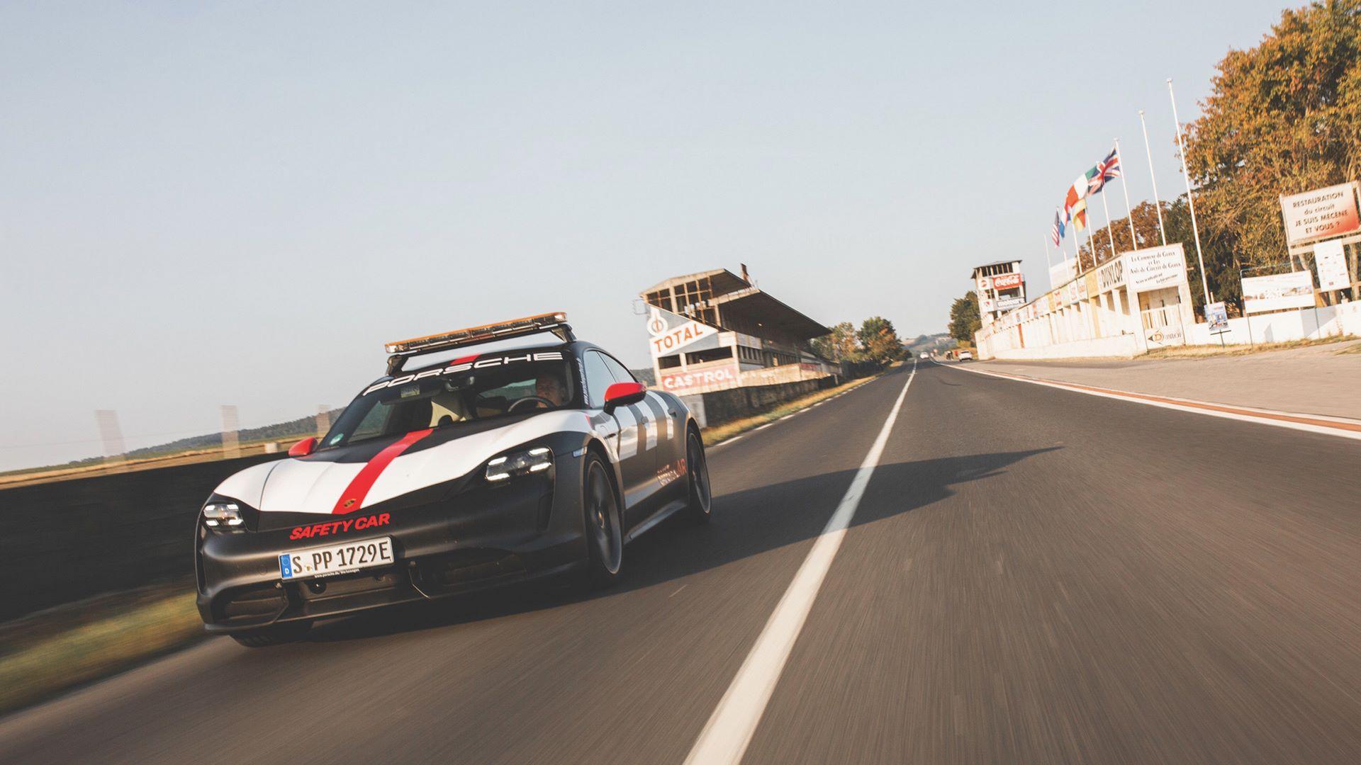Porsche-Taycan-Turbo-safety-car-Le-Mans-2020-5