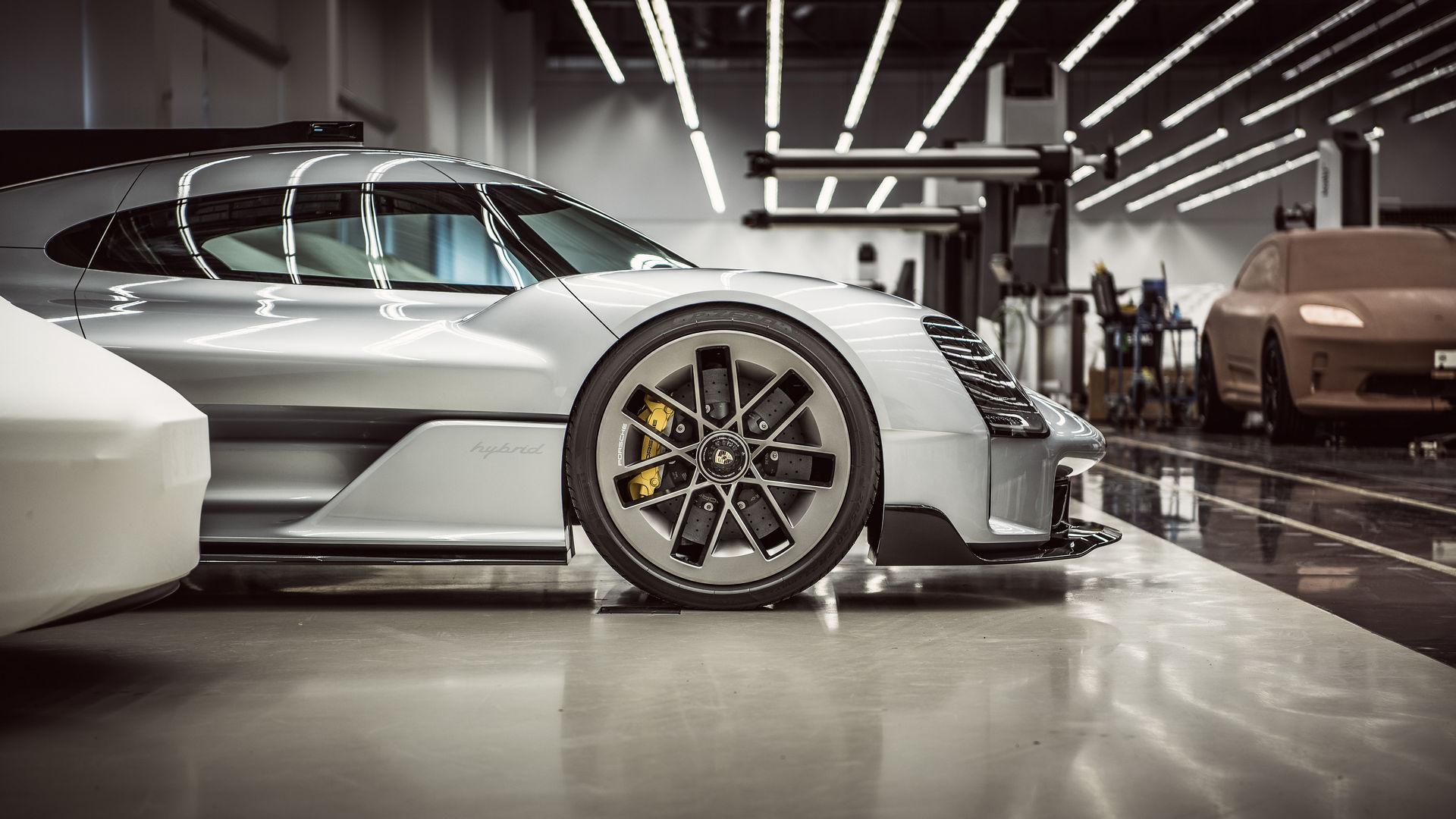 Porsche-919-Street-5