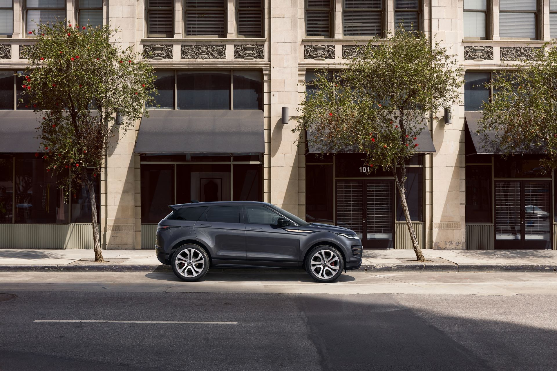 Range-Rover-Evoque-and-Land-Rover-Discovery-Sport-MHEV-diesel-35