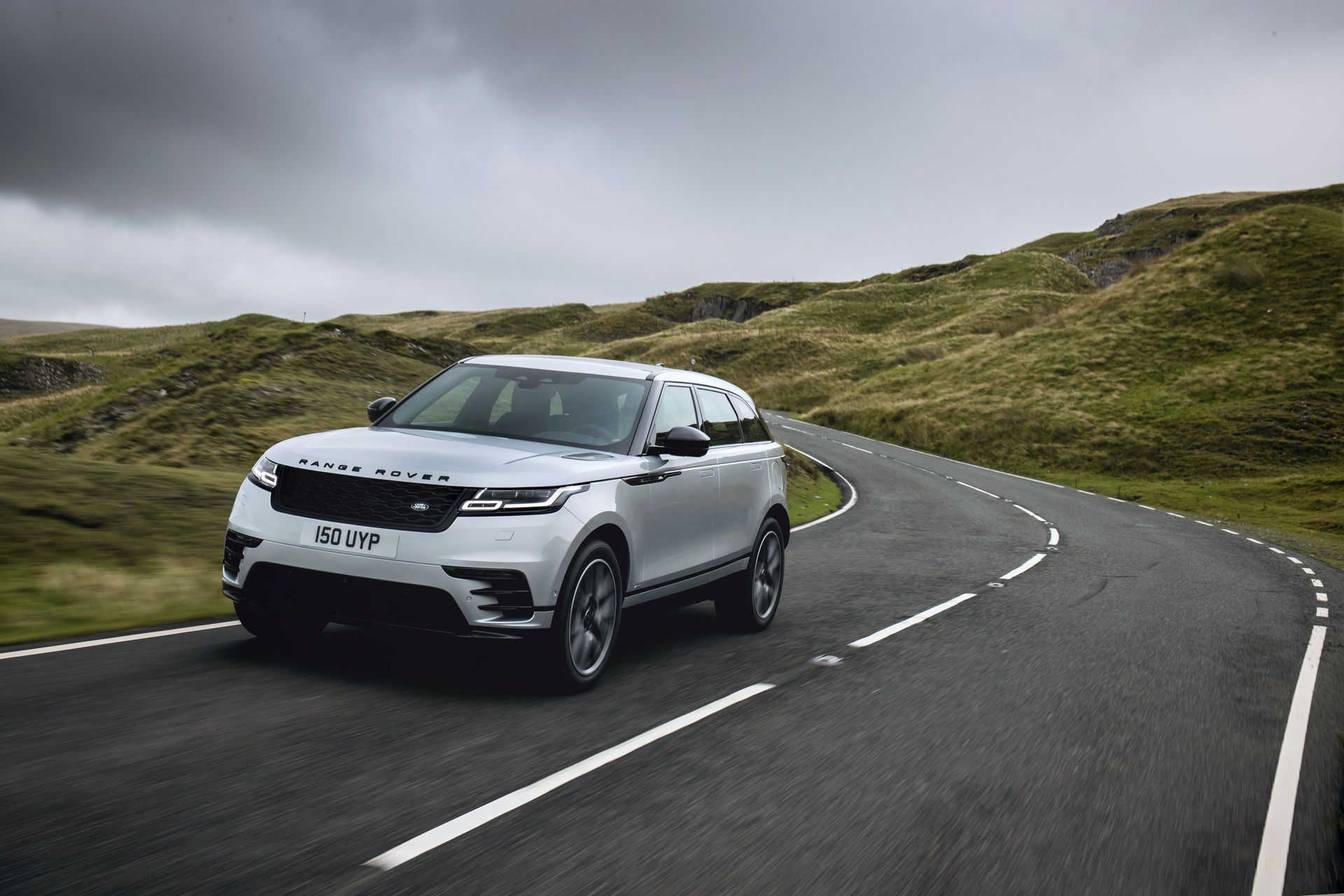Range-Rover-Velar-2021-1