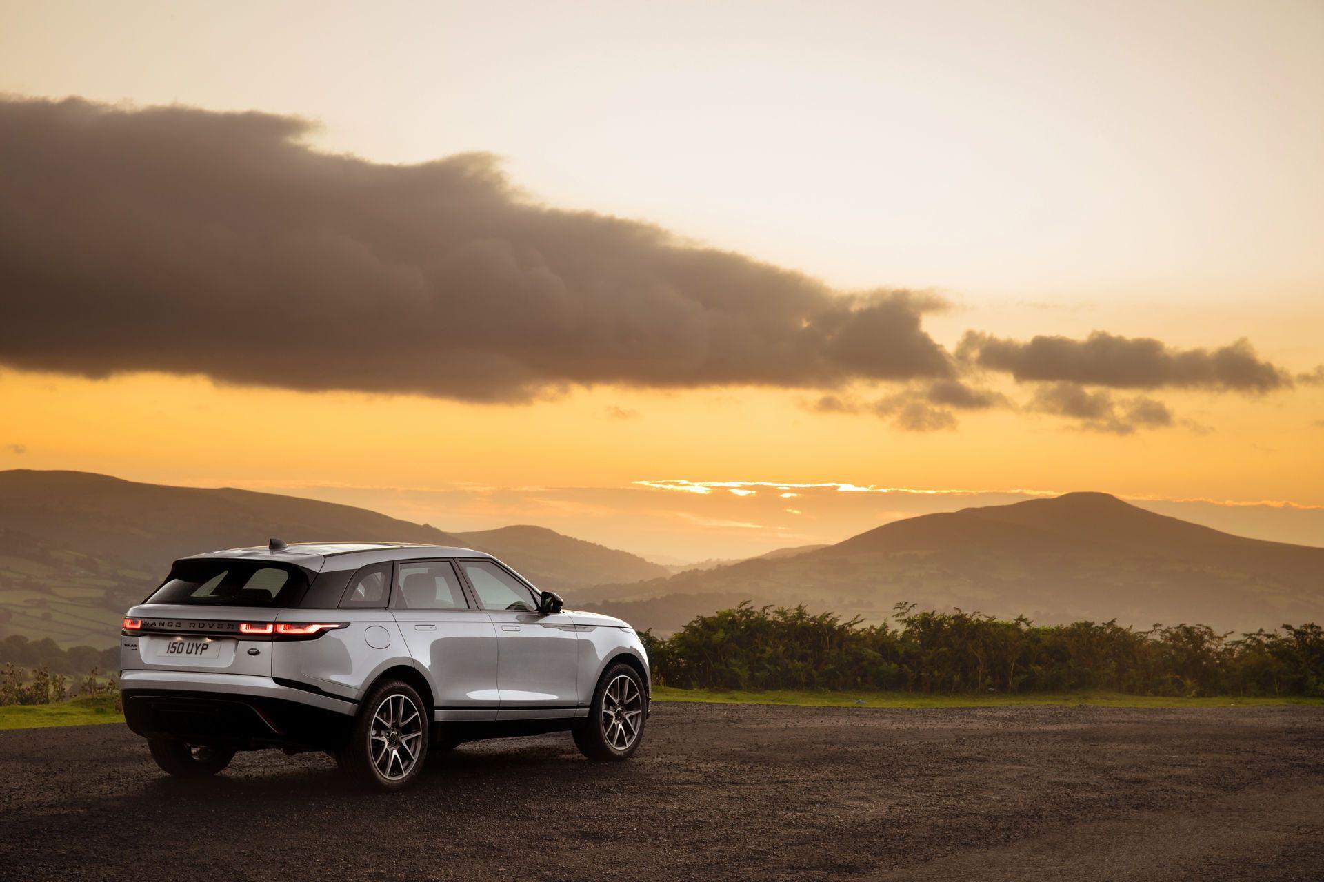 Range-Rover-Velar-2021-15