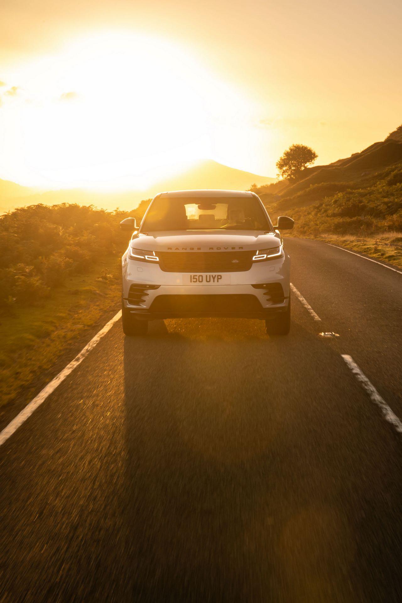 Range-Rover-Velar-2021-20