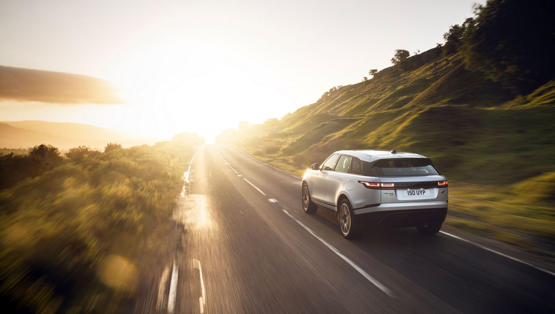Range-Rover-Velar-2021-22
