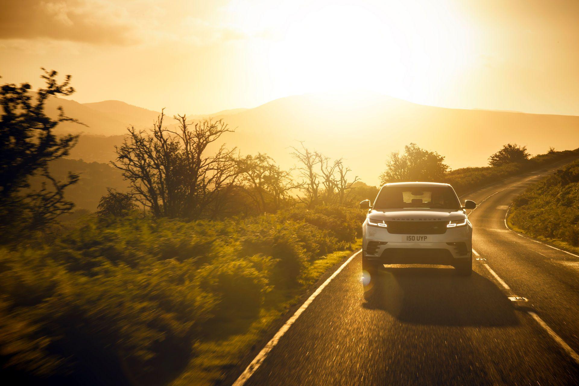 Range-Rover-Velar-2021-23