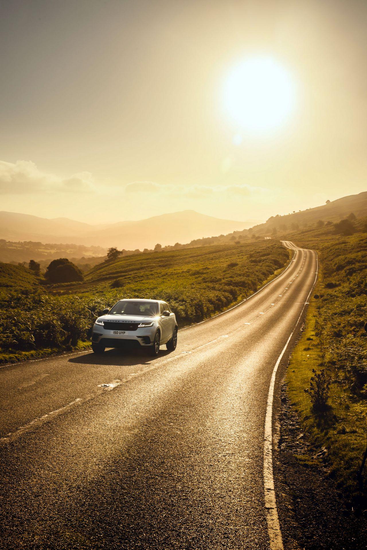 Range-Rover-Velar-2021-24
