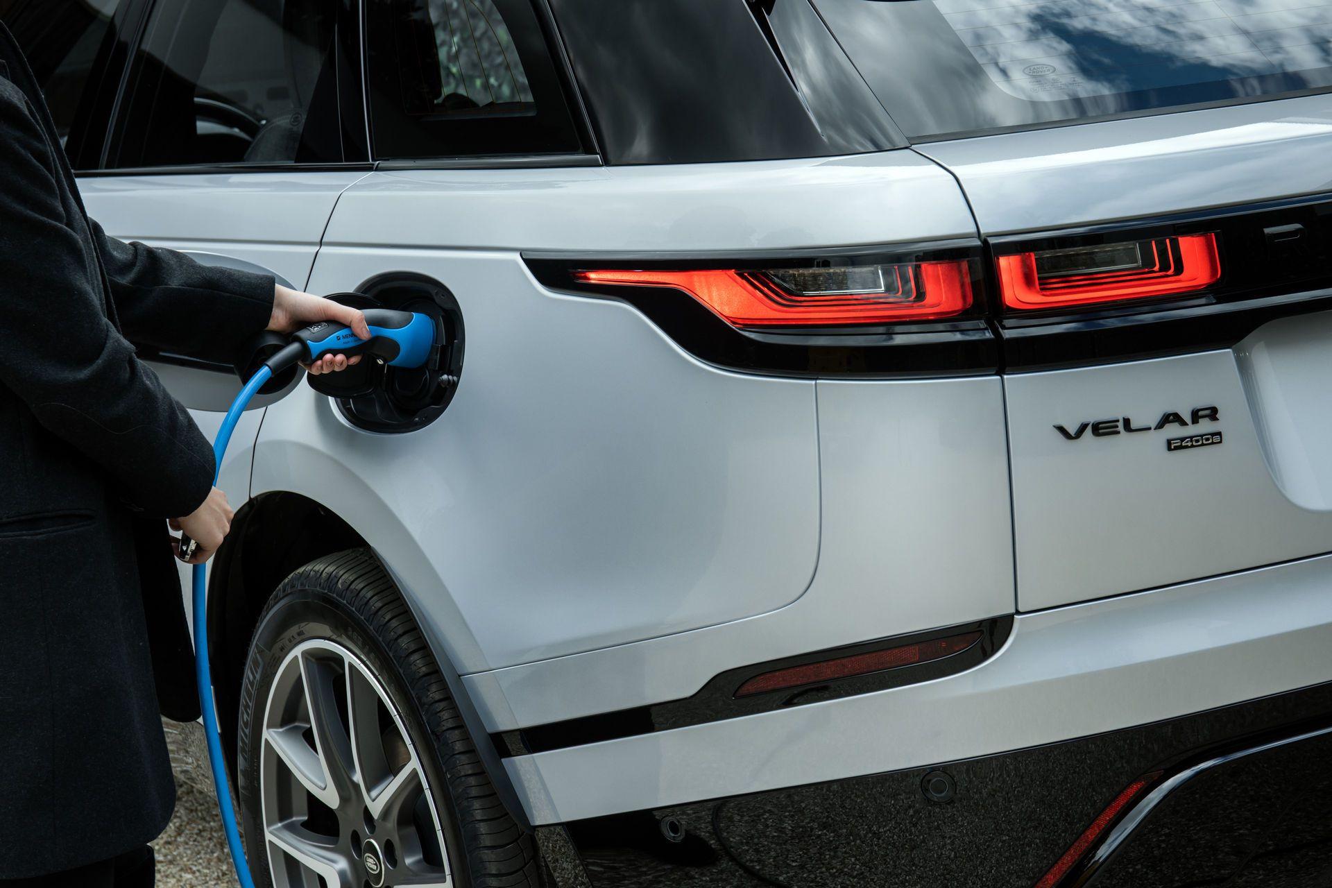 Range-Rover-Velar-2021-27
