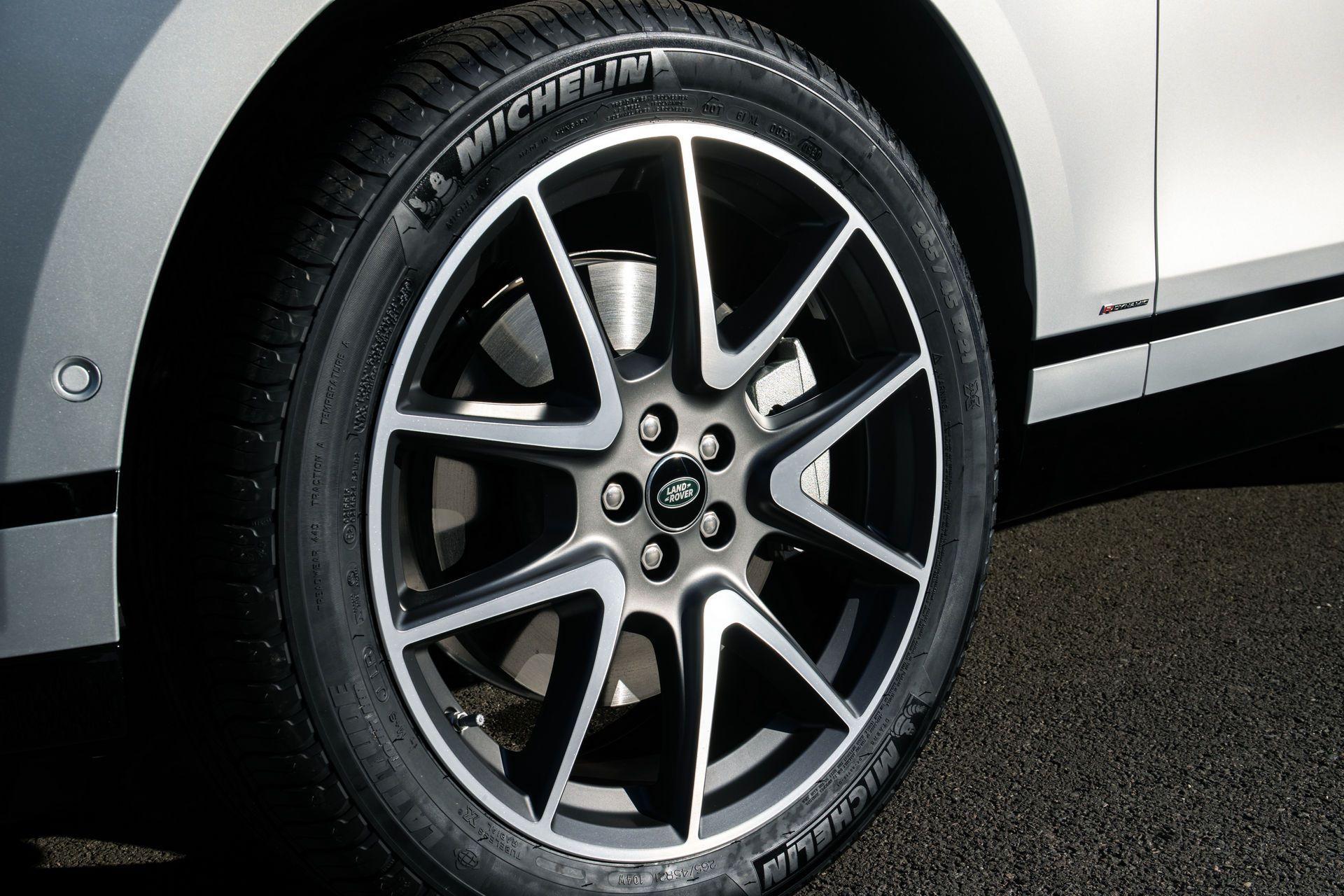 Range-Rover-Velar-2021-29