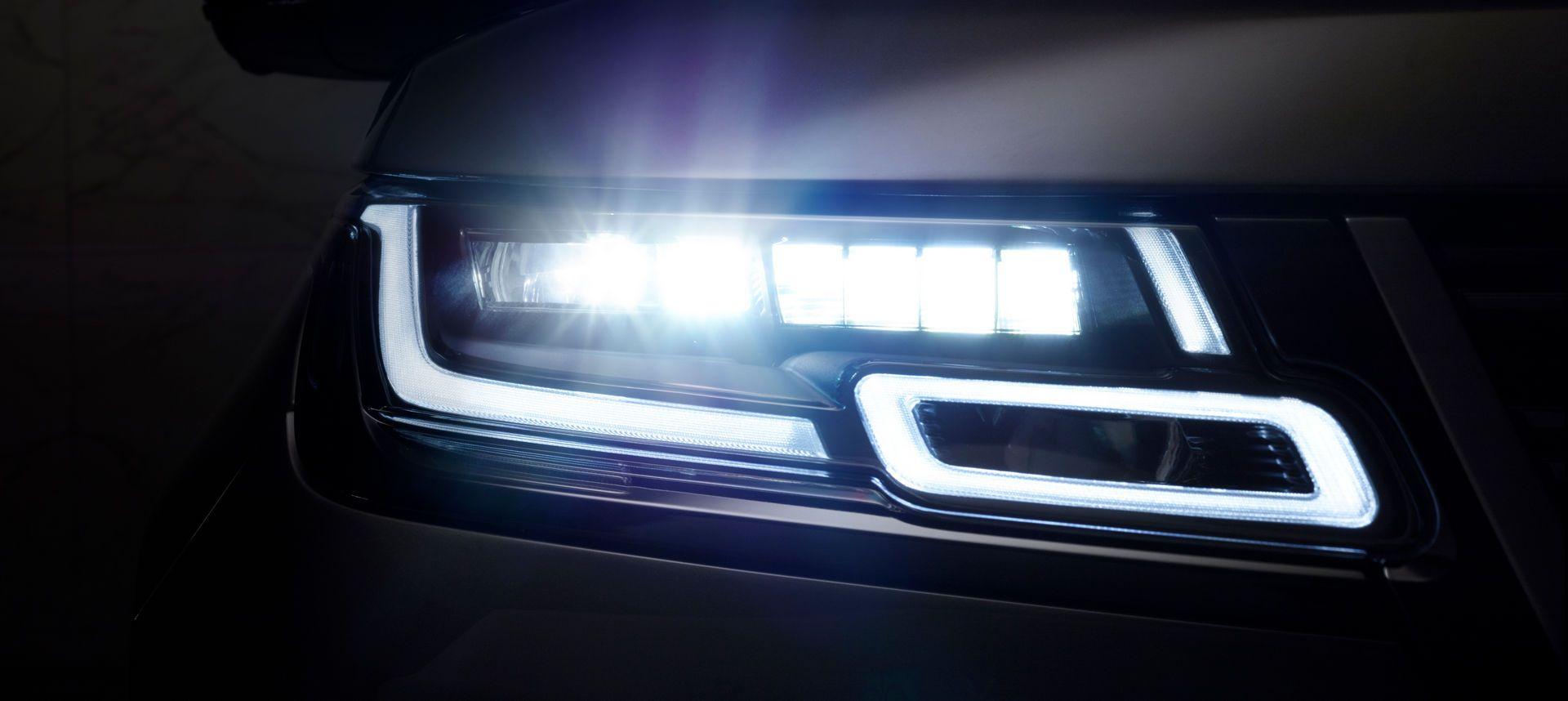 Range-Rover-Velar-2021-31