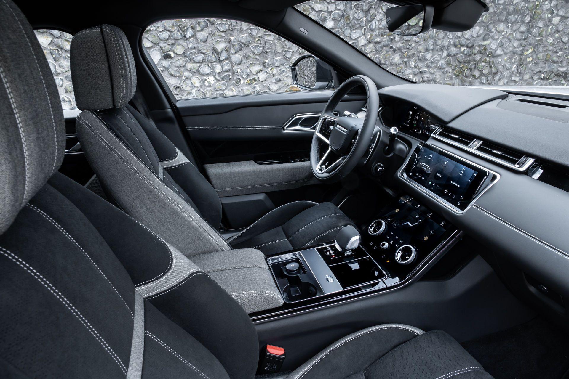 Range-Rover-Velar-2021-35