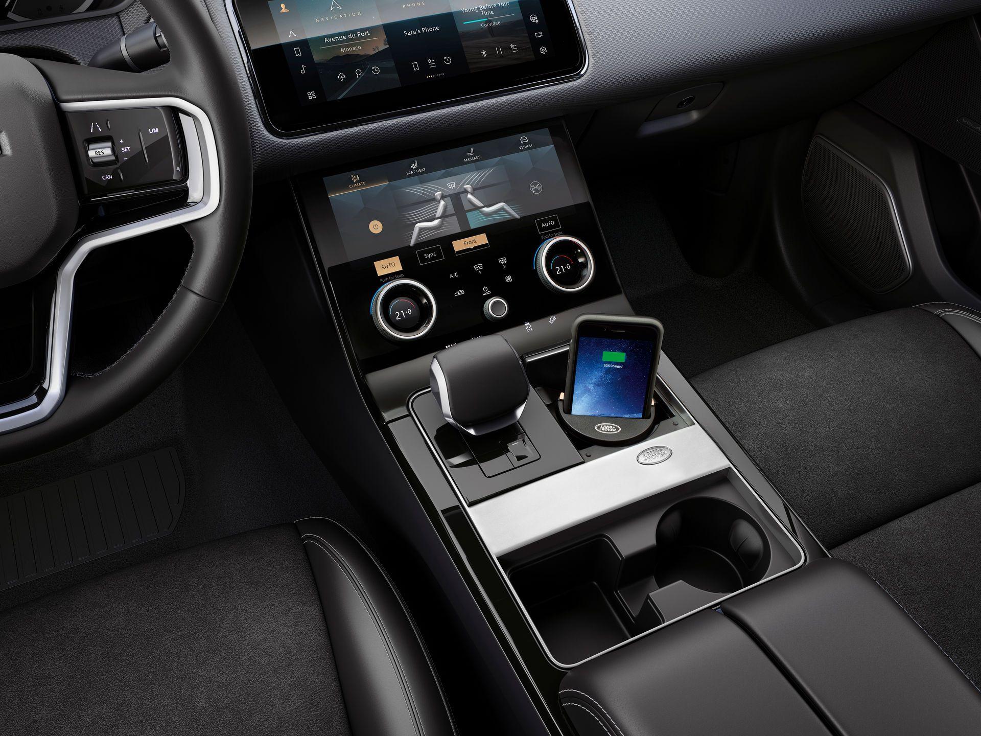 Range-Rover-Velar-2021-36