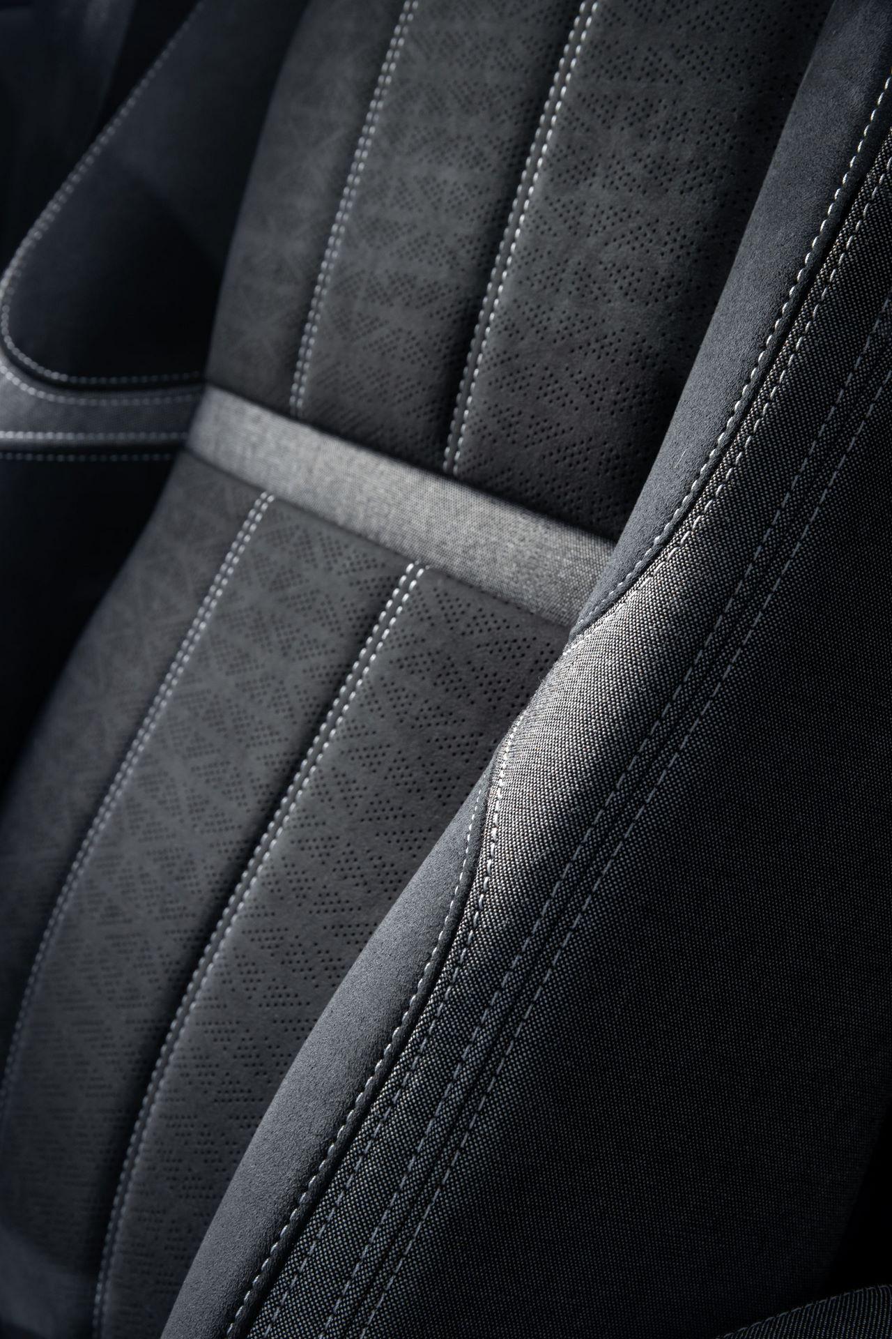 Range-Rover-Velar-2021-40
