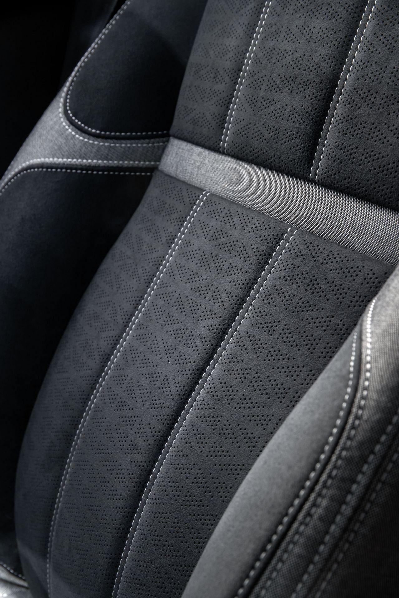 Range-Rover-Velar-2021-44