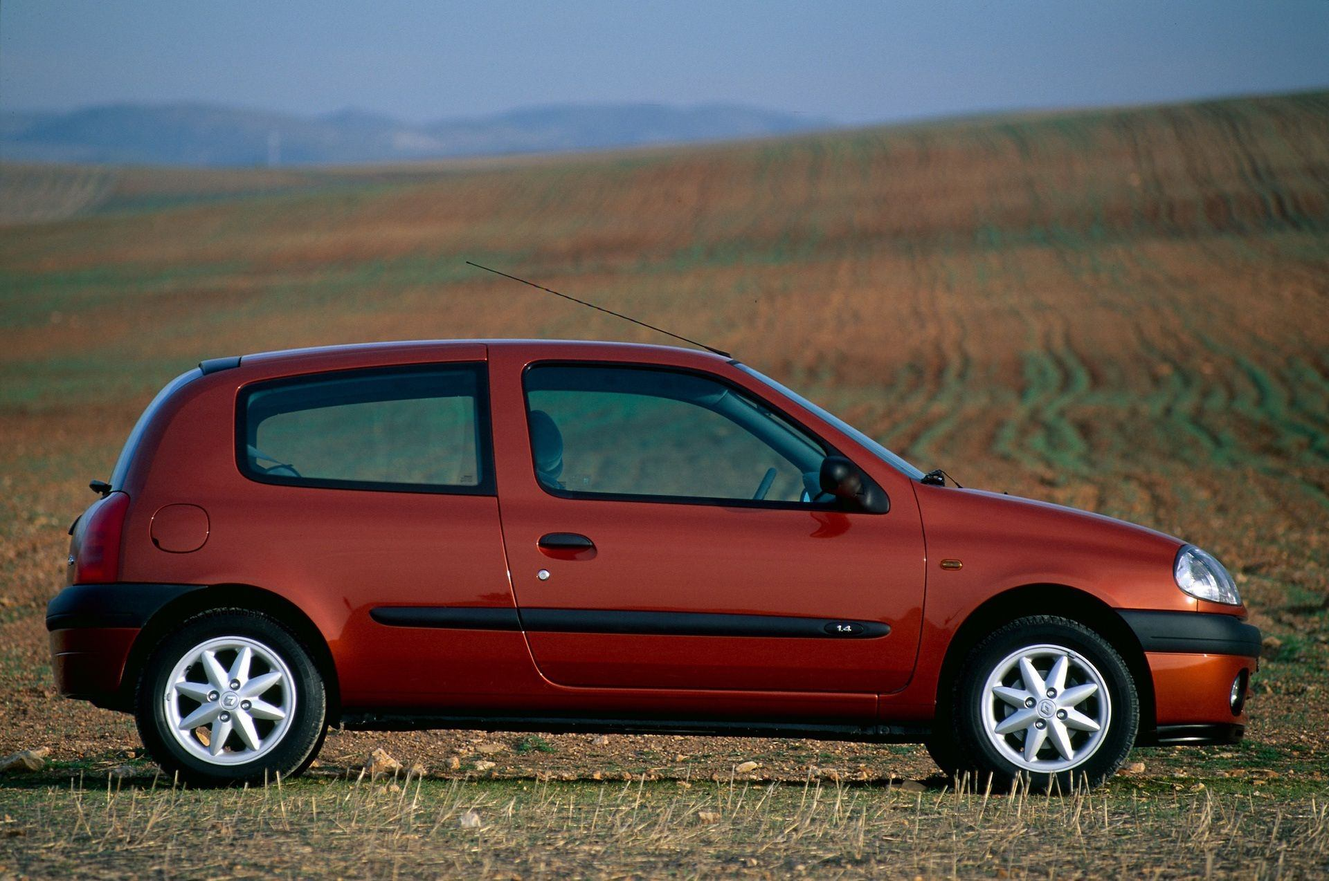 2020-30-years-of-Renault-CLIO-Renault-CLIO-2-1998-2005-2