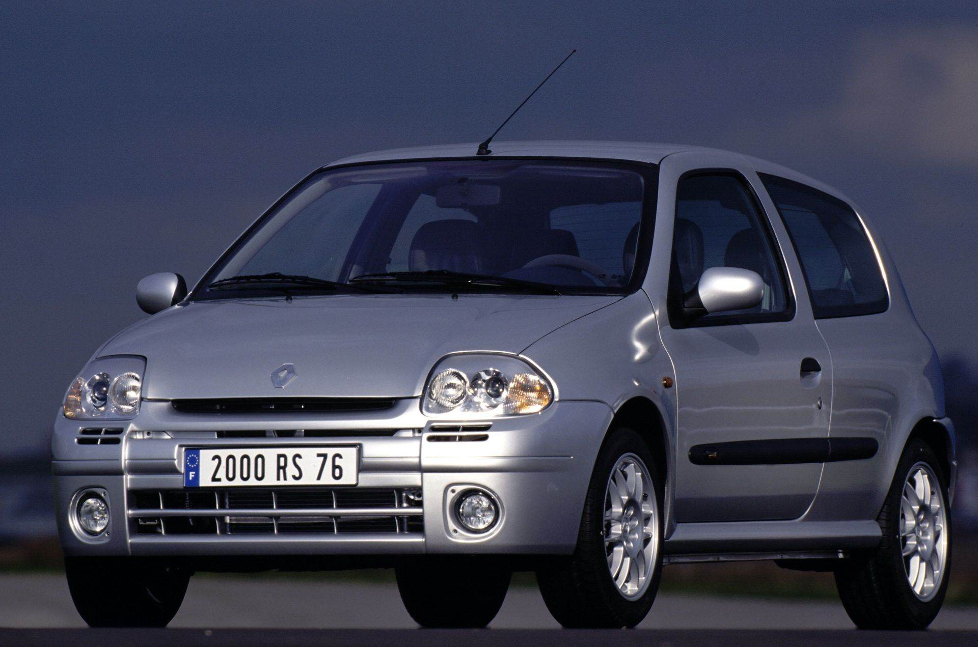 2020-30-years-of-Renault-CLIO-Renault-CLIO-2-1998-2005-5