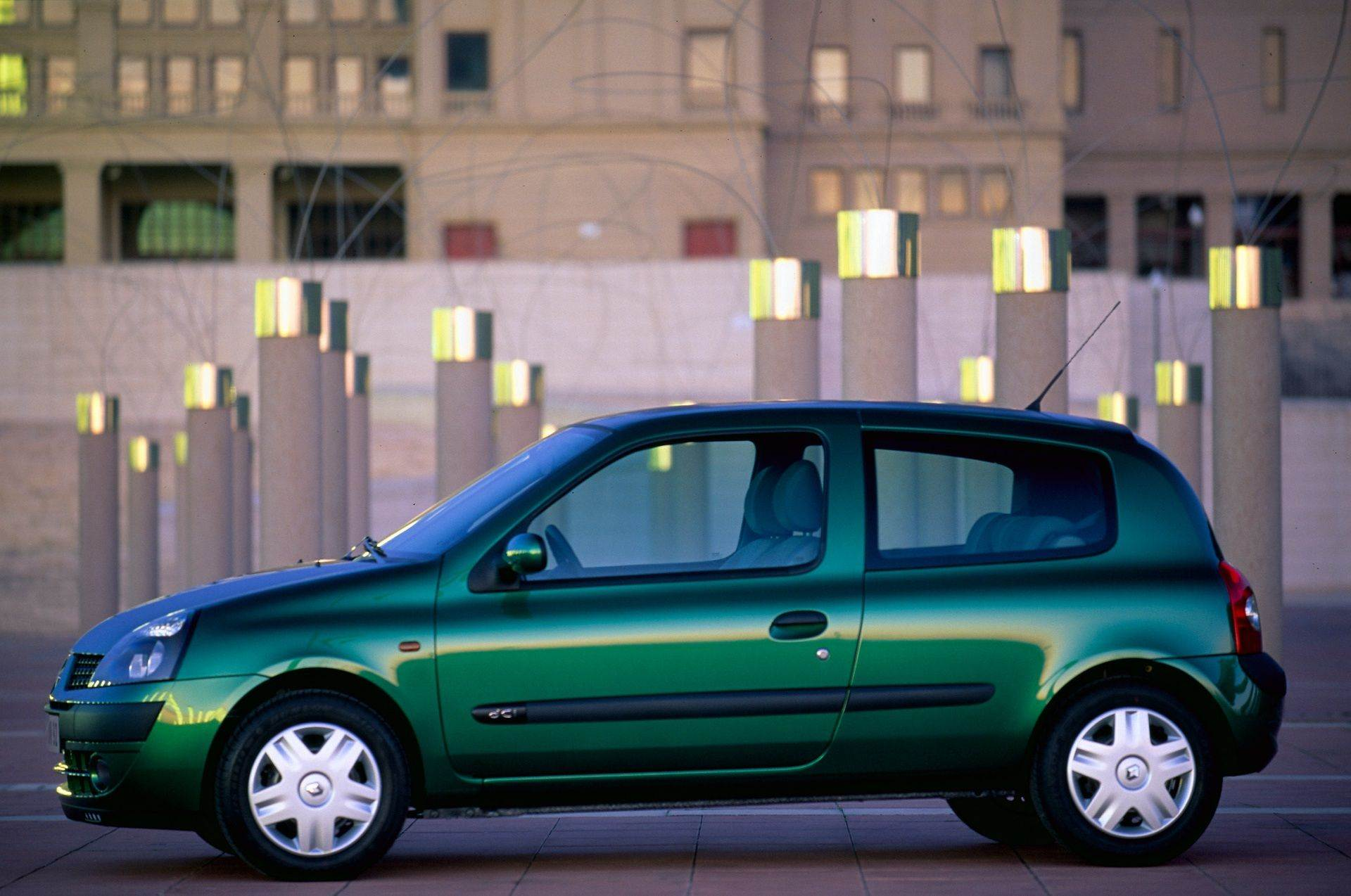 2020-30-years-of-Renault-CLIO-Renault-CLIO-2-1998-2005-7