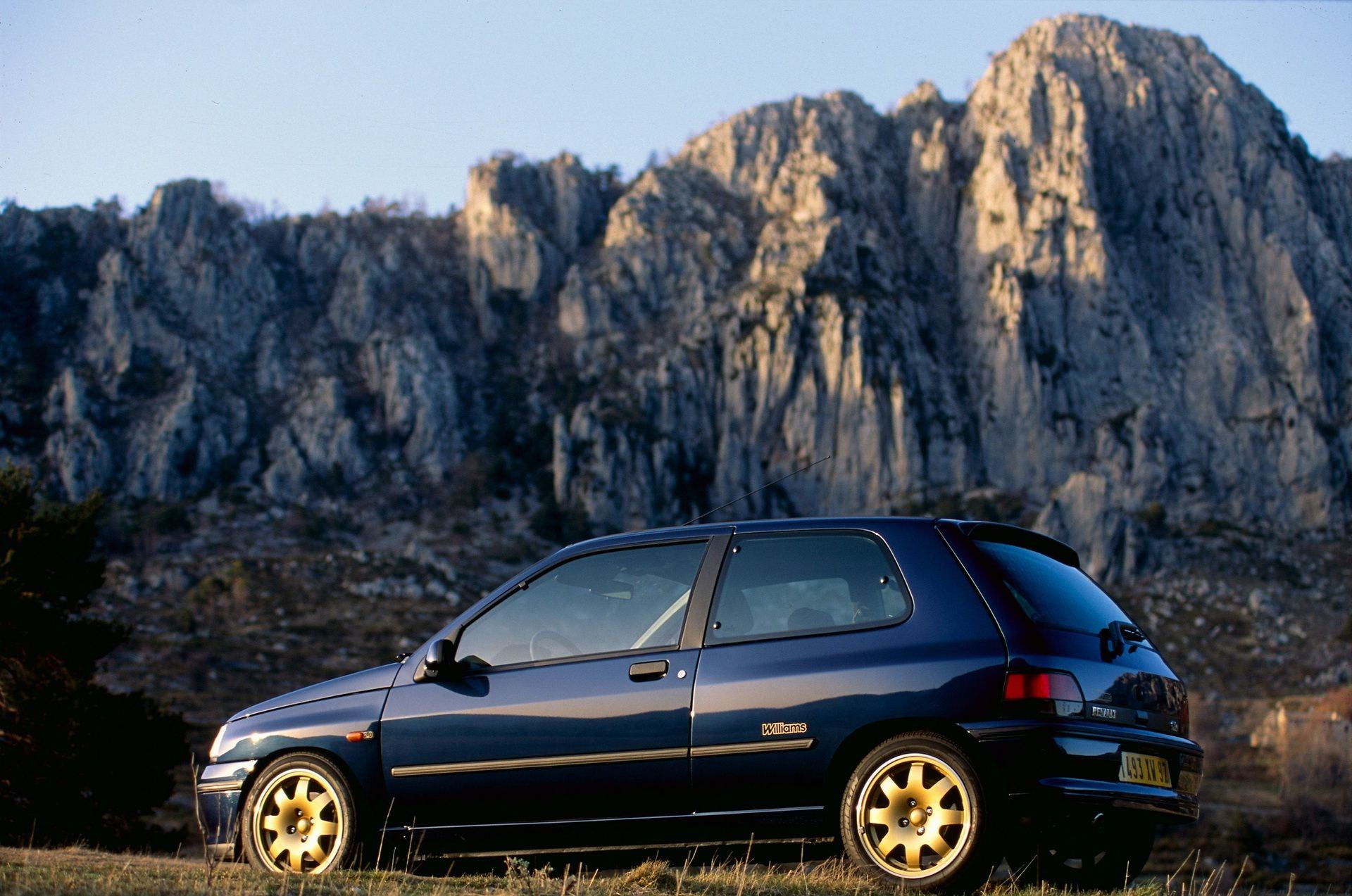 2020-30-years-of-Renault-CLIO-Renault-CLIO-I-1990-1999-11