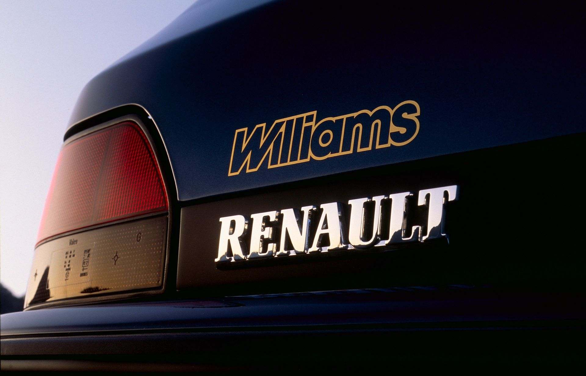 2020-30-years-of-Renault-CLIO-Renault-CLIO-I-1990-1999-12