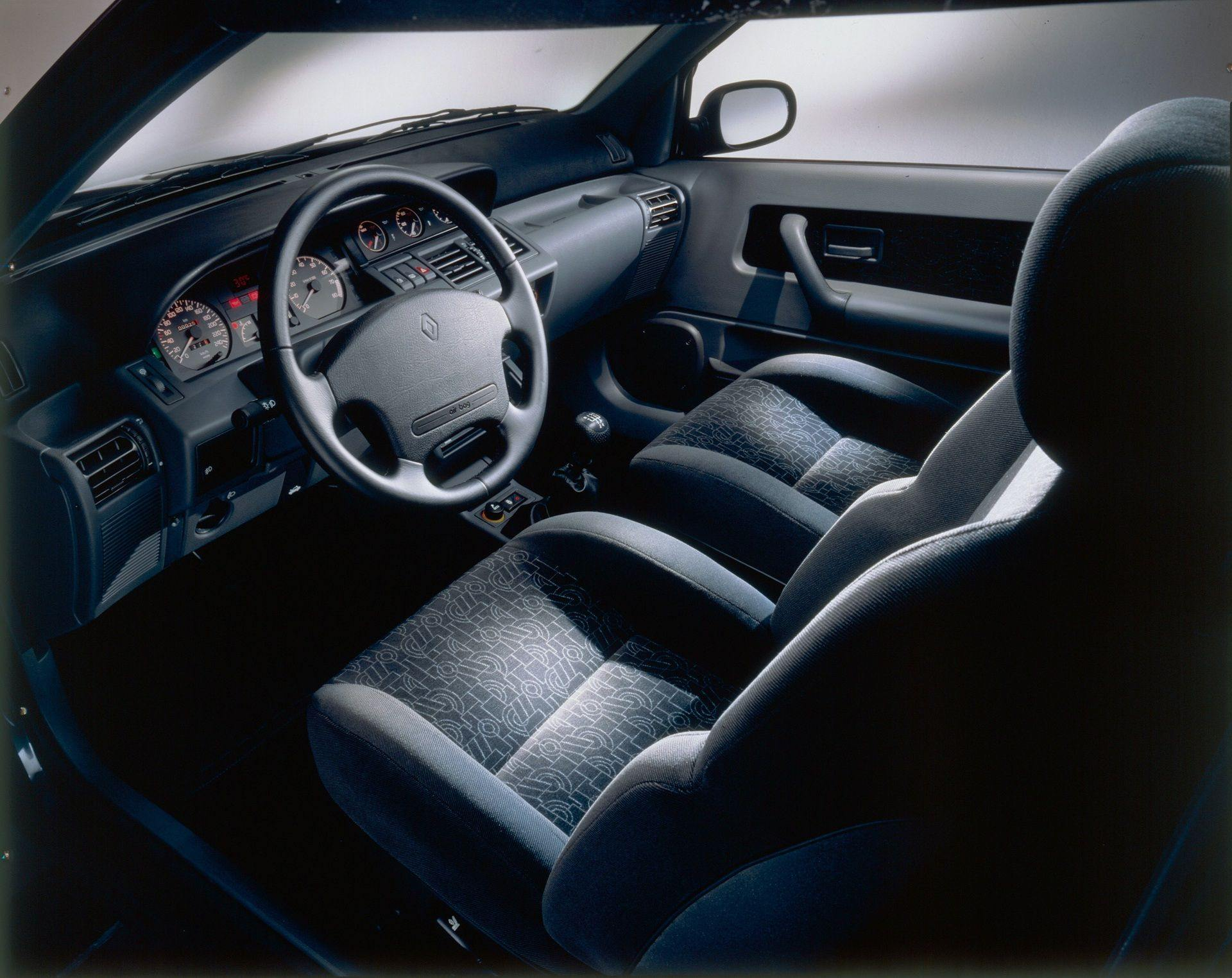 2020-30-years-of-Renault-CLIO-Renault-CLIO-I-1990-1999-18