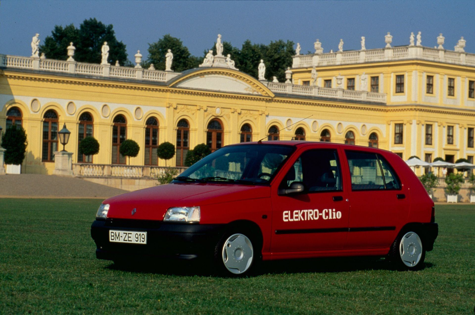 2020-30-years-of-Renault-CLIO-Renault-CLIO-I-1990-1999-19