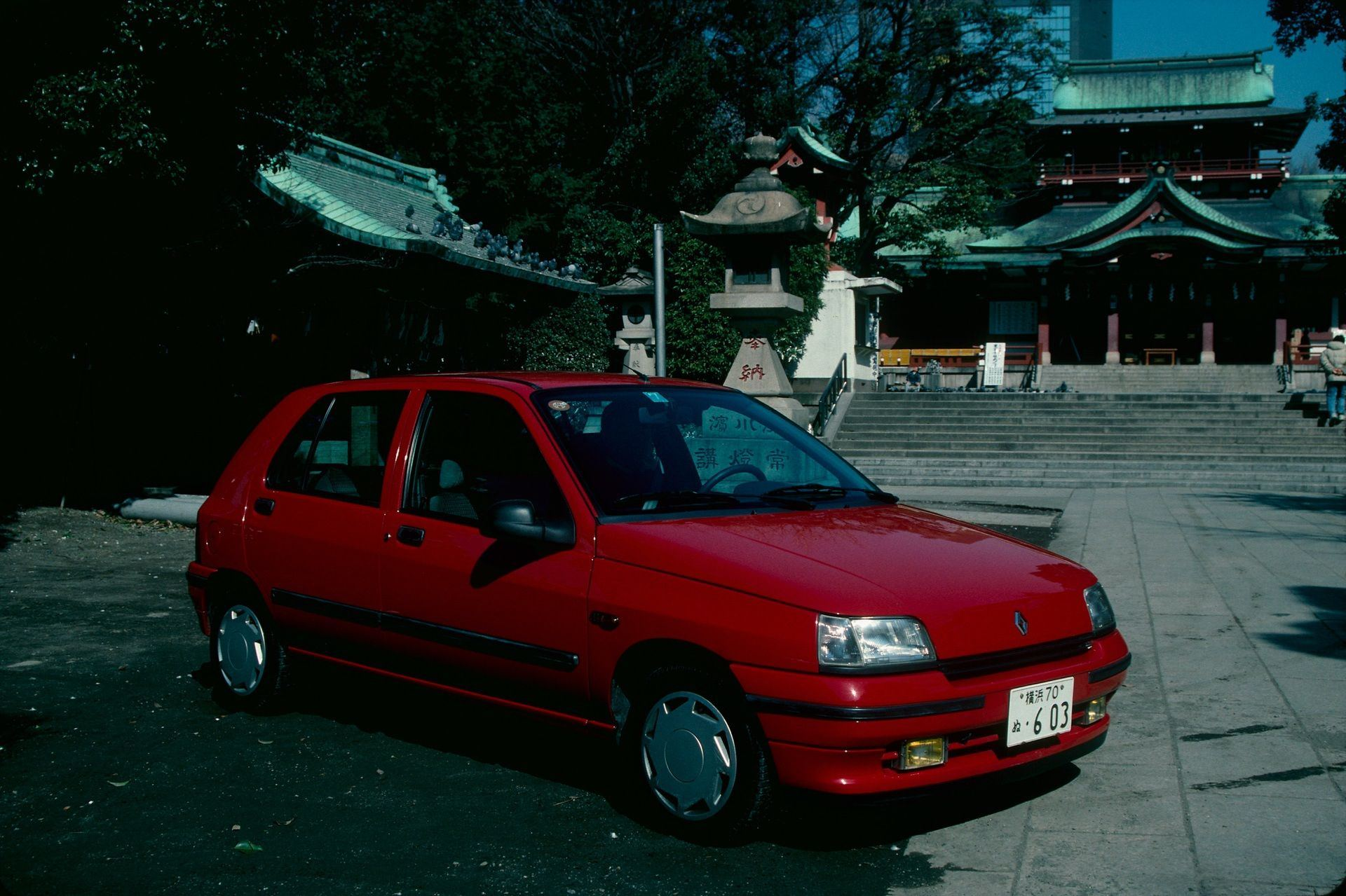 2020-30-years-of-Renault-CLIO-Renault-CLIO-I-1990-1999-24