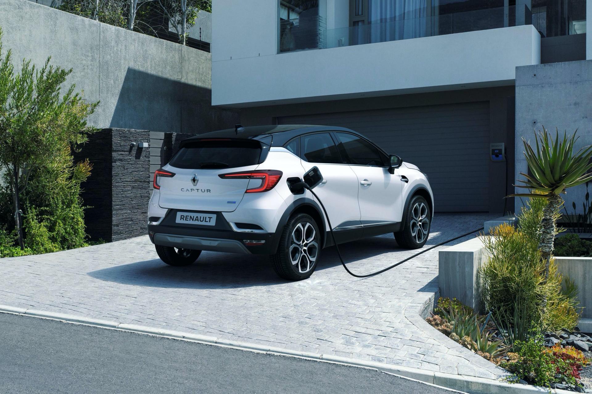 2020-Renault-Captur-E-Tech-plug-in-hybrid-13