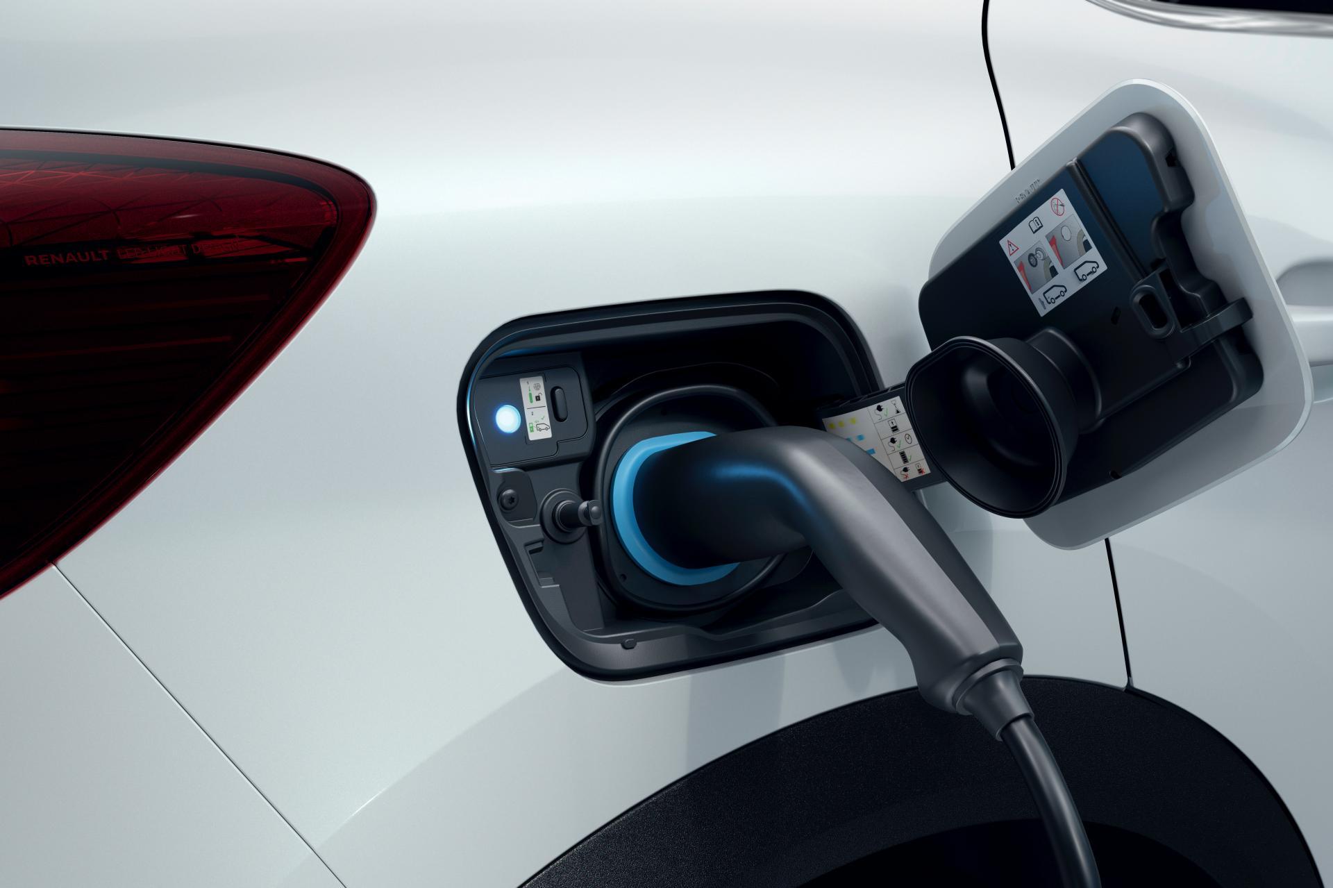 2020-Renault-Captur-E-Tech-plug-in-hybrid-2