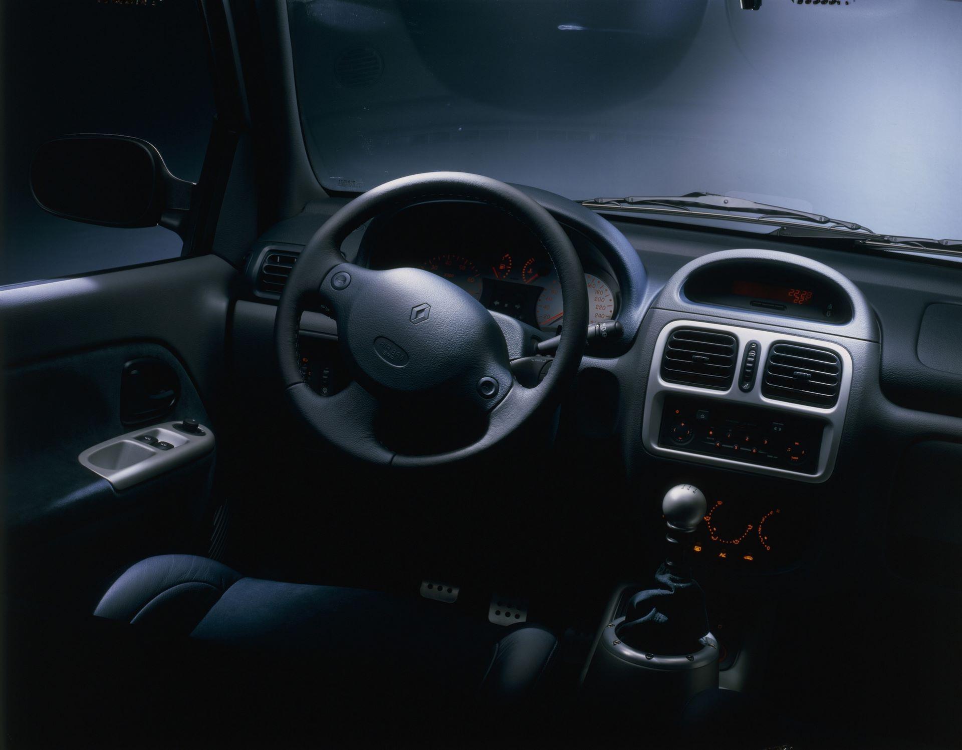 RENAULT CLIO RENAULT SPORT V6 24V IN STUDIO