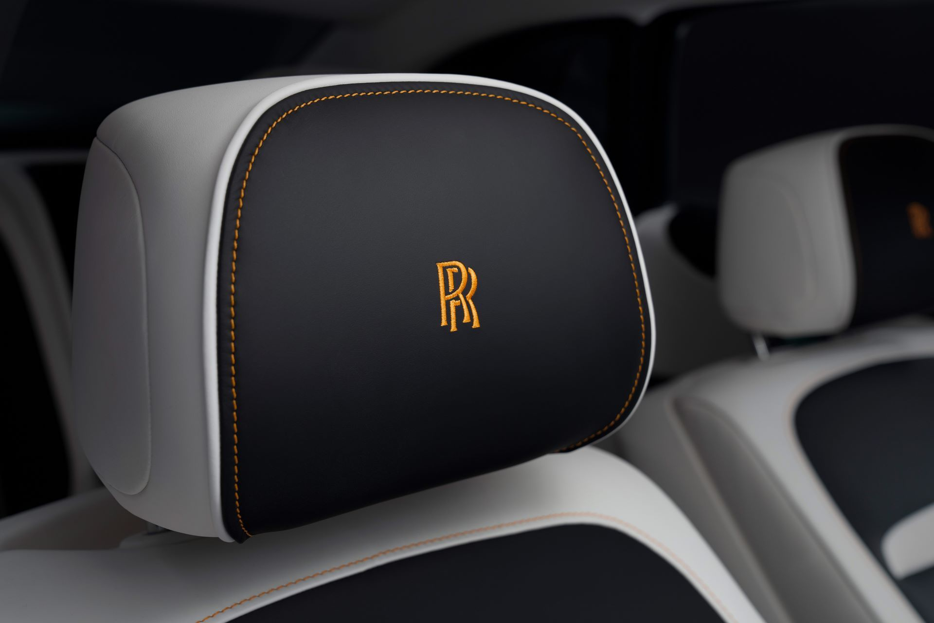 Rolls-Royce-Ghost-Extended-9