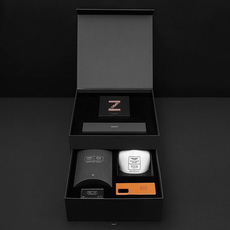 Galaxy-Z-Fold-2-Aston-Martin-Racing-Edition-18