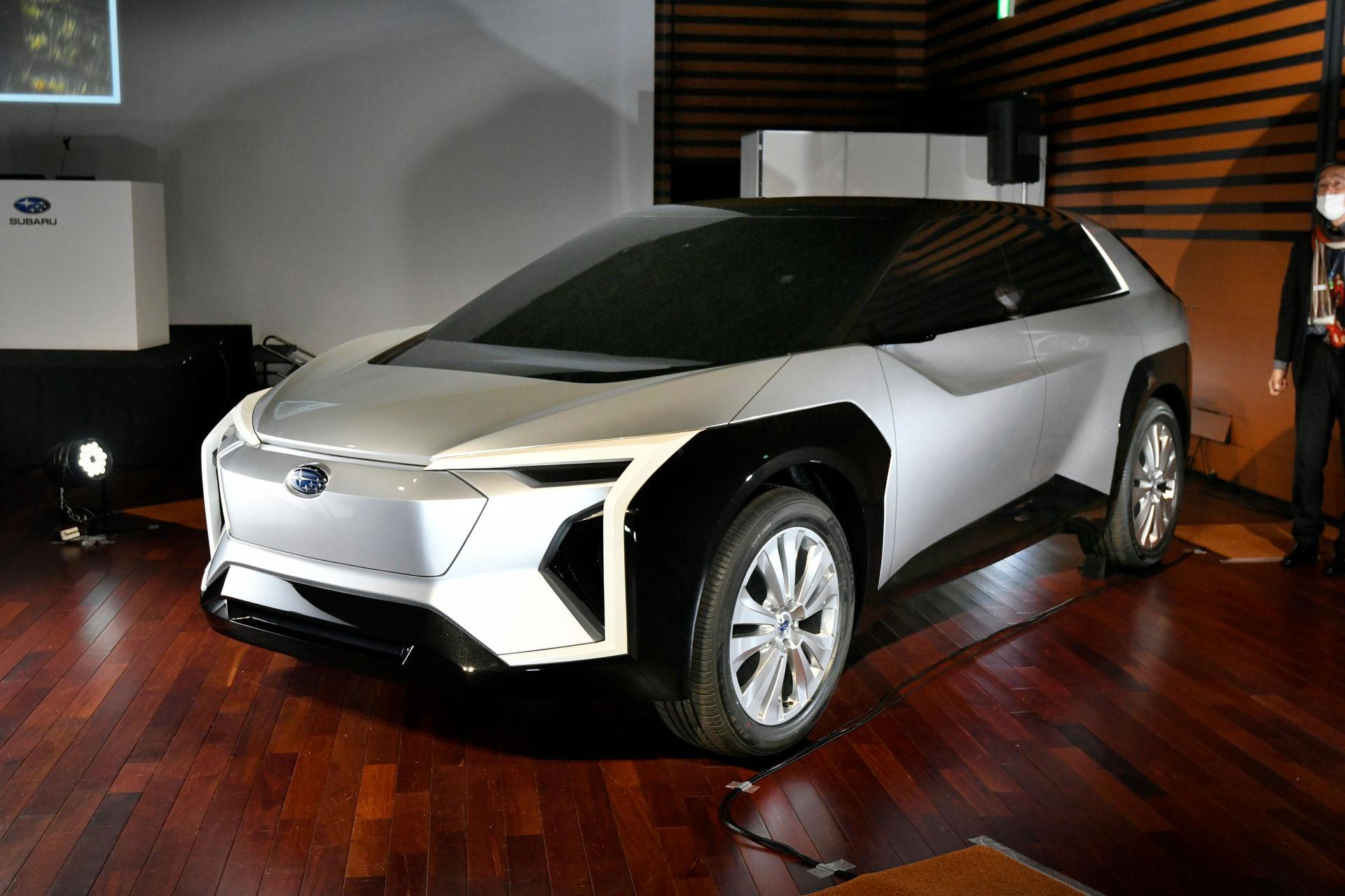 Subaru-Electric-SUV-3